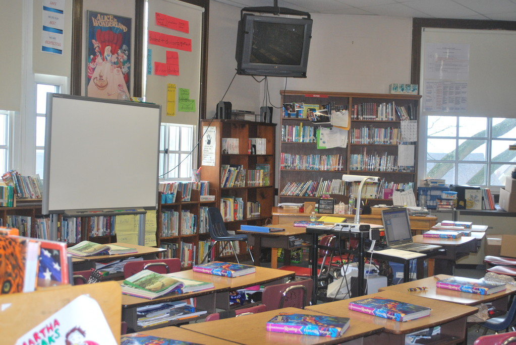 The Number Five School's library is being used as a fifth-grade classroom.