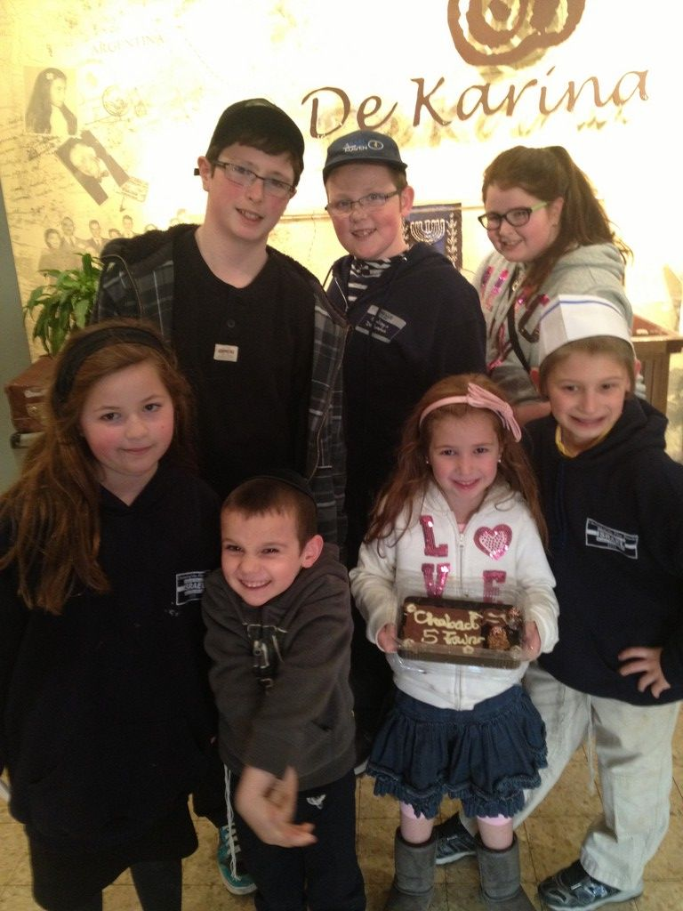 De Karina Chocolate Factory was a highlight of the mission for Chabad children. From left in front were Shoshi Greenberg, Sholom Wolowik, Elkie Adler and Collin Roberts. From left in back, Tzvi Adler, Binyomin Wolowik and Hana Adler.