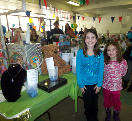 Leslye and Ava Blau shop at the Touchdown Raffle table.