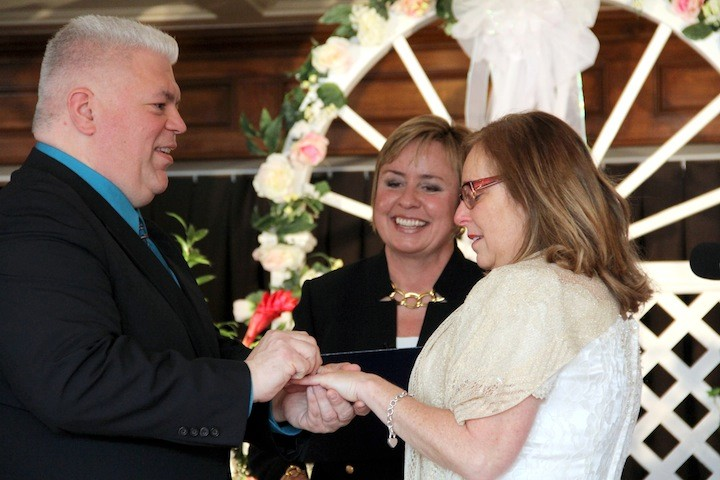 John and Penny Frondelli exchange rings during their vow renewal.
