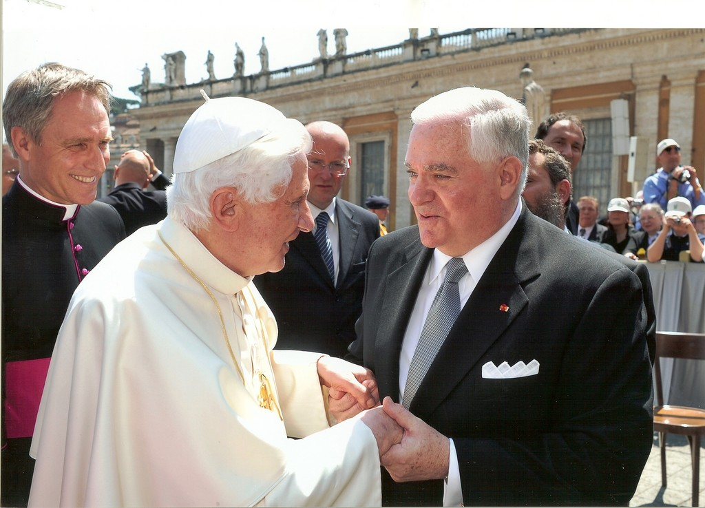 Gary Krupp met with Pope Benedict XVI outside the Vatican.