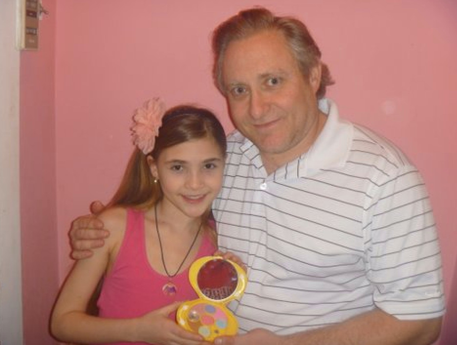 Woodmere resident Harry Friedman invented the Confidence Shell, a makeup mirror that voices affirmations to help adolescent girls overcome low self-esteem. Friedman and his daughter, Ayala, 10, with the Confidence Shell.