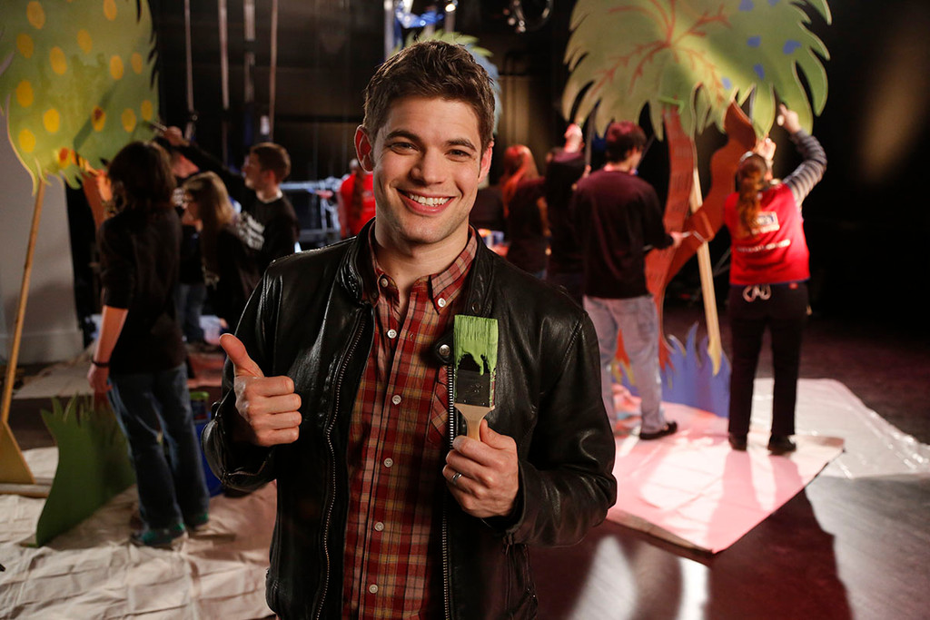 Jeremy Jordan gives a thumbs up!