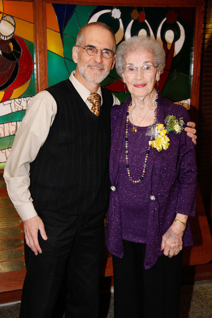 Cantor Jerry Korobow and Miriam Fine, who is the longest serving sisterhood board member, having started in 1934.