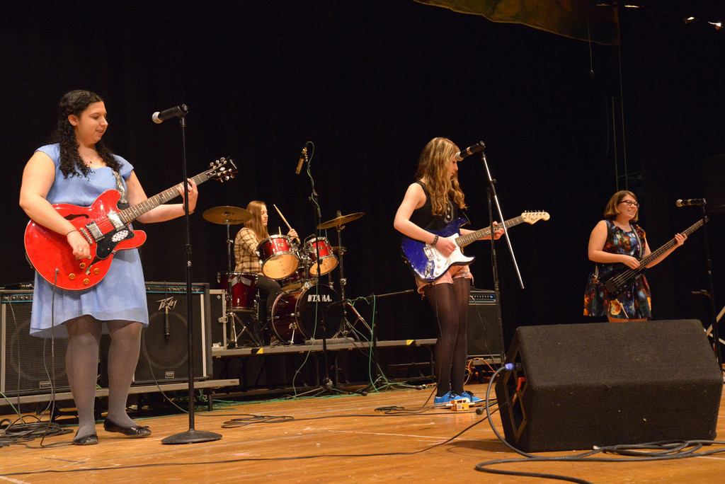 The all-girl band KNIT WITS, Ann Shilling, Rachel Provler, Nikki Esposito, and  Alexis Collins at OHS battle of the bands