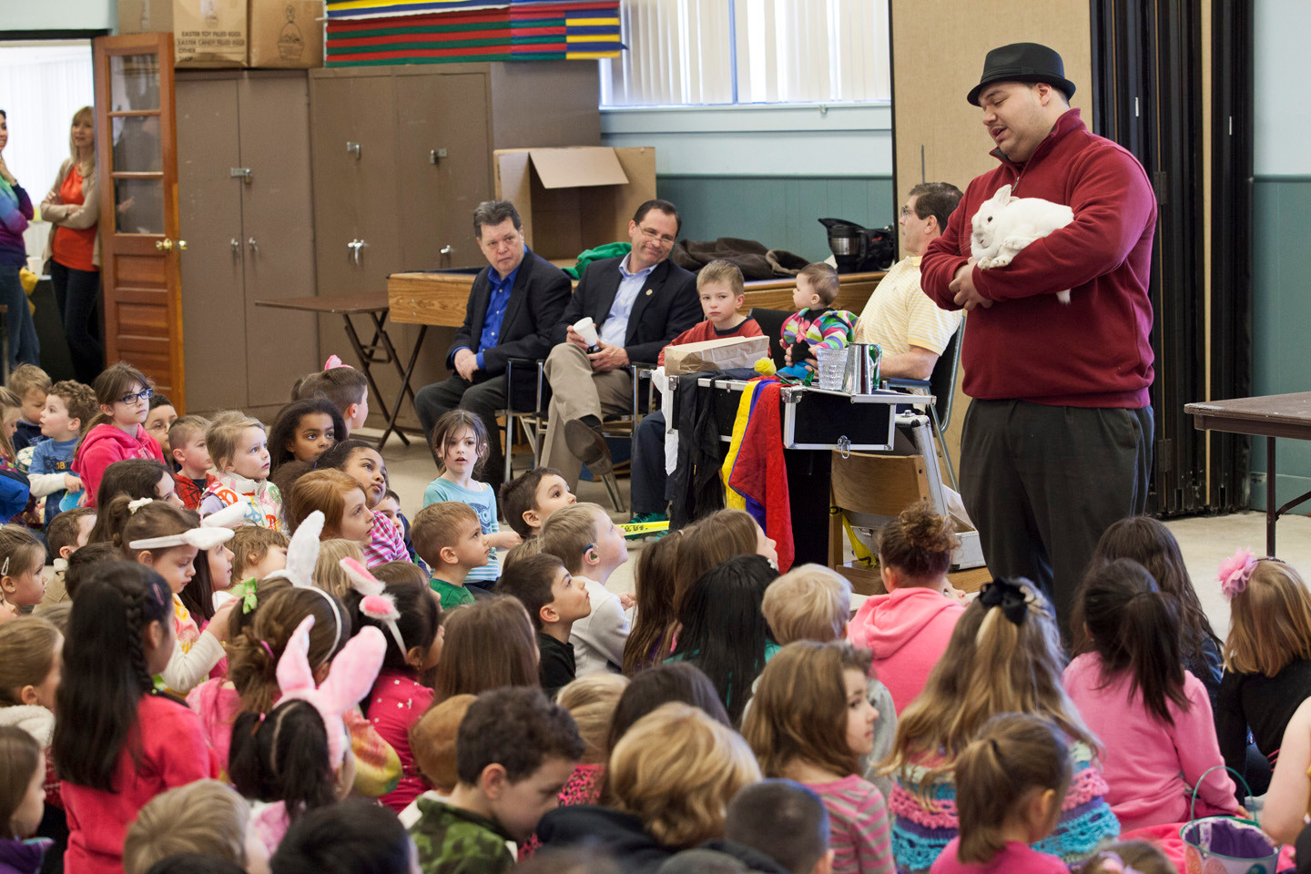 MAGICIAN JAMES GAVIN 