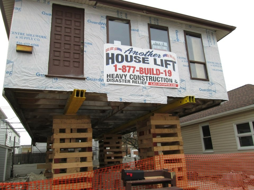 A home on Michigan Street in LOng Beach is getting a lift in the aftermath of Hurricane Sandy.