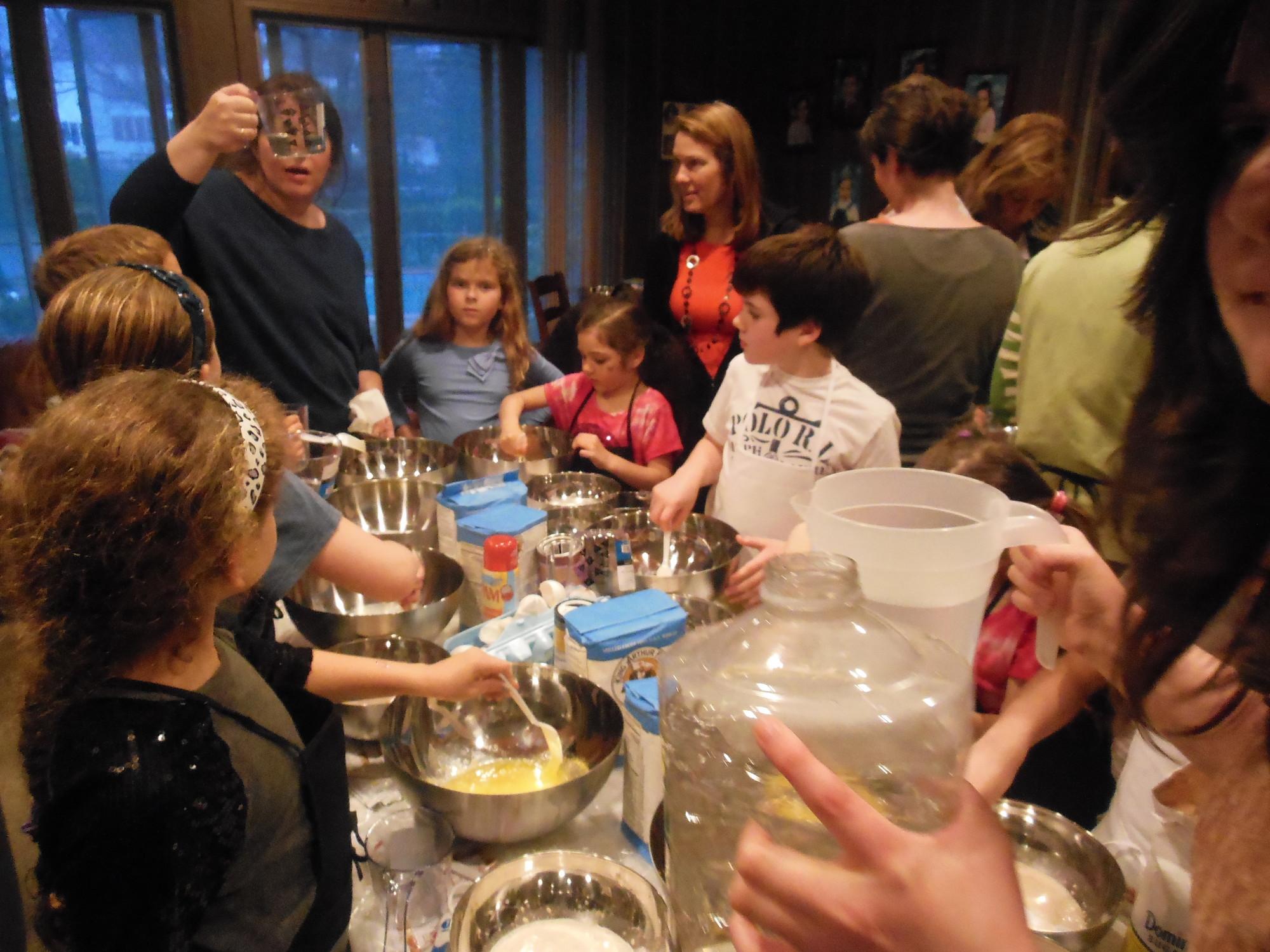 Chabad of Hewlett's Jewish Women's Circle held a challah baking workshop and discussed the important role women play in maintaining Jewish traditions.