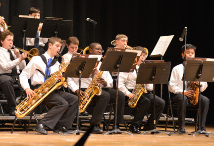 The Oceanside Middle School jazz band under the direction  of Noah Glass.