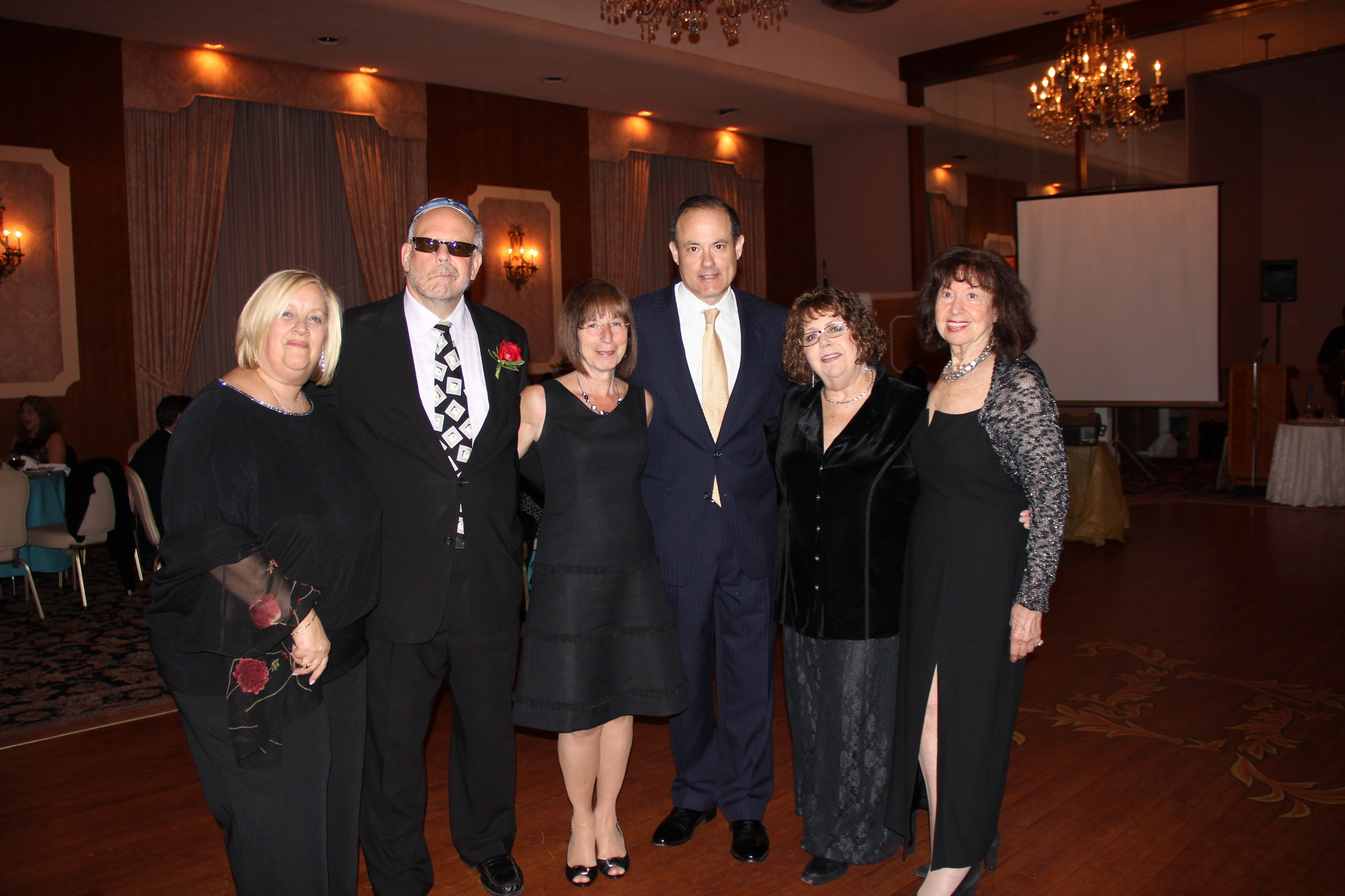 Meri Masin, left, Rabbi Marc Gruber, Renee Gruber, David Nemschuff, Gail Zerfuss, and co-chair of the fundraising committee Nina Roll.