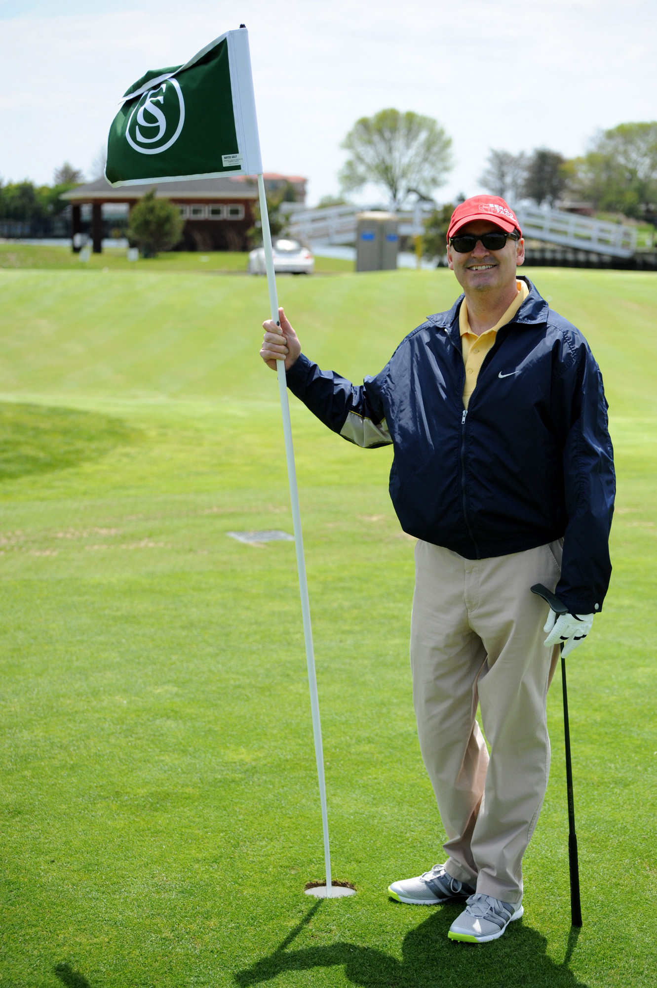 Bill Gaylor Jr. tended to the flagstick.