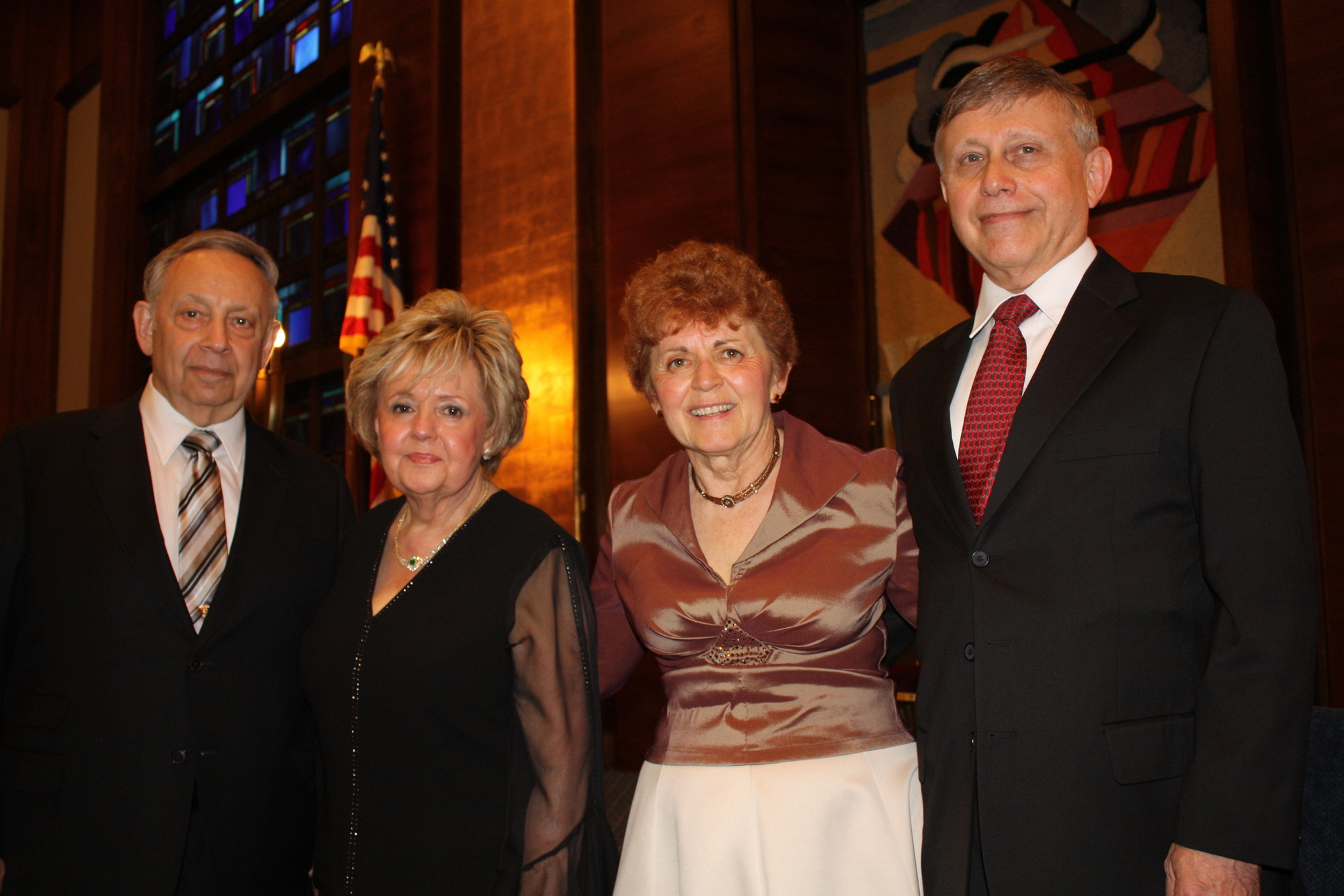 Congregations Sons of Israel in Woodmere acknowledged the commitment of members Karen and Dr. Myron Boxer and Pepi and Marcel Buchsbaum.