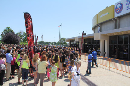 Thousands of Fans of the X Factor waited in Uniondale for the doors of the Coliseum to open on a hot June day.
