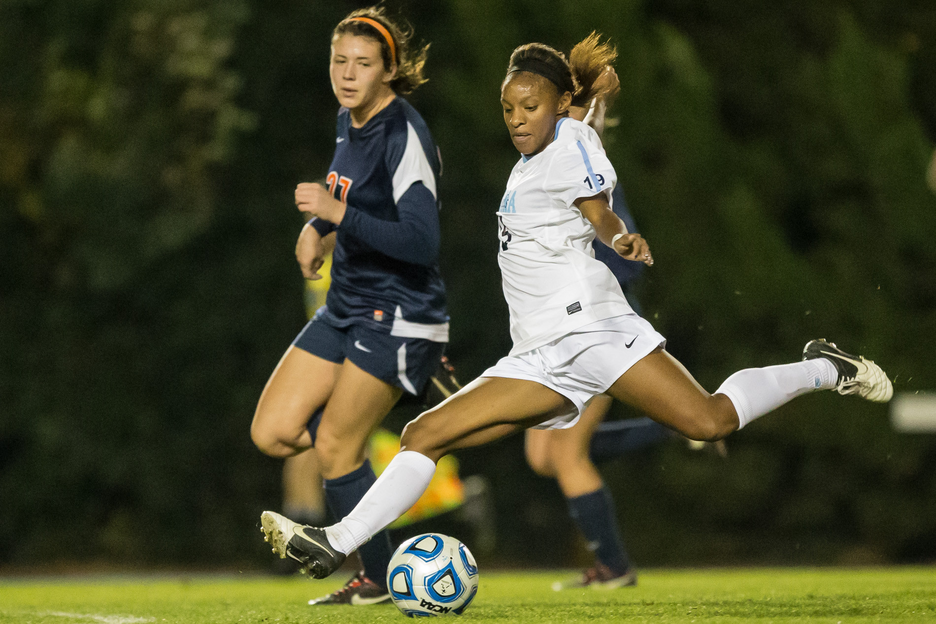 Crystal Dunn, in white, helped lead the University of North Carolina women�s team to the 2012 NCAA championship, the school�s 21st.