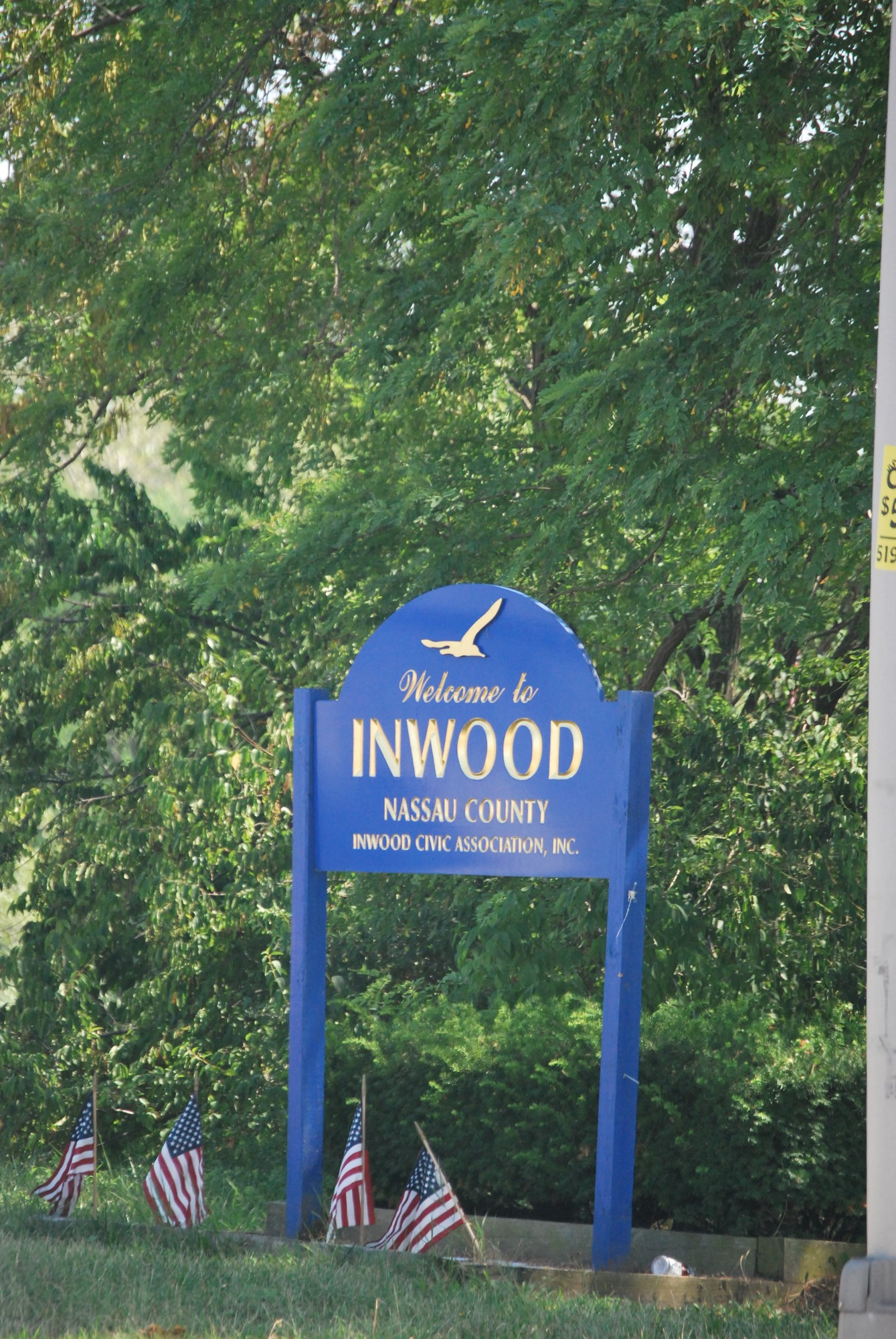 Inwood residents and landscaping business owners in Inwood mowed the grass and cleaned up the shoulder areas of the Nassau Expressway.