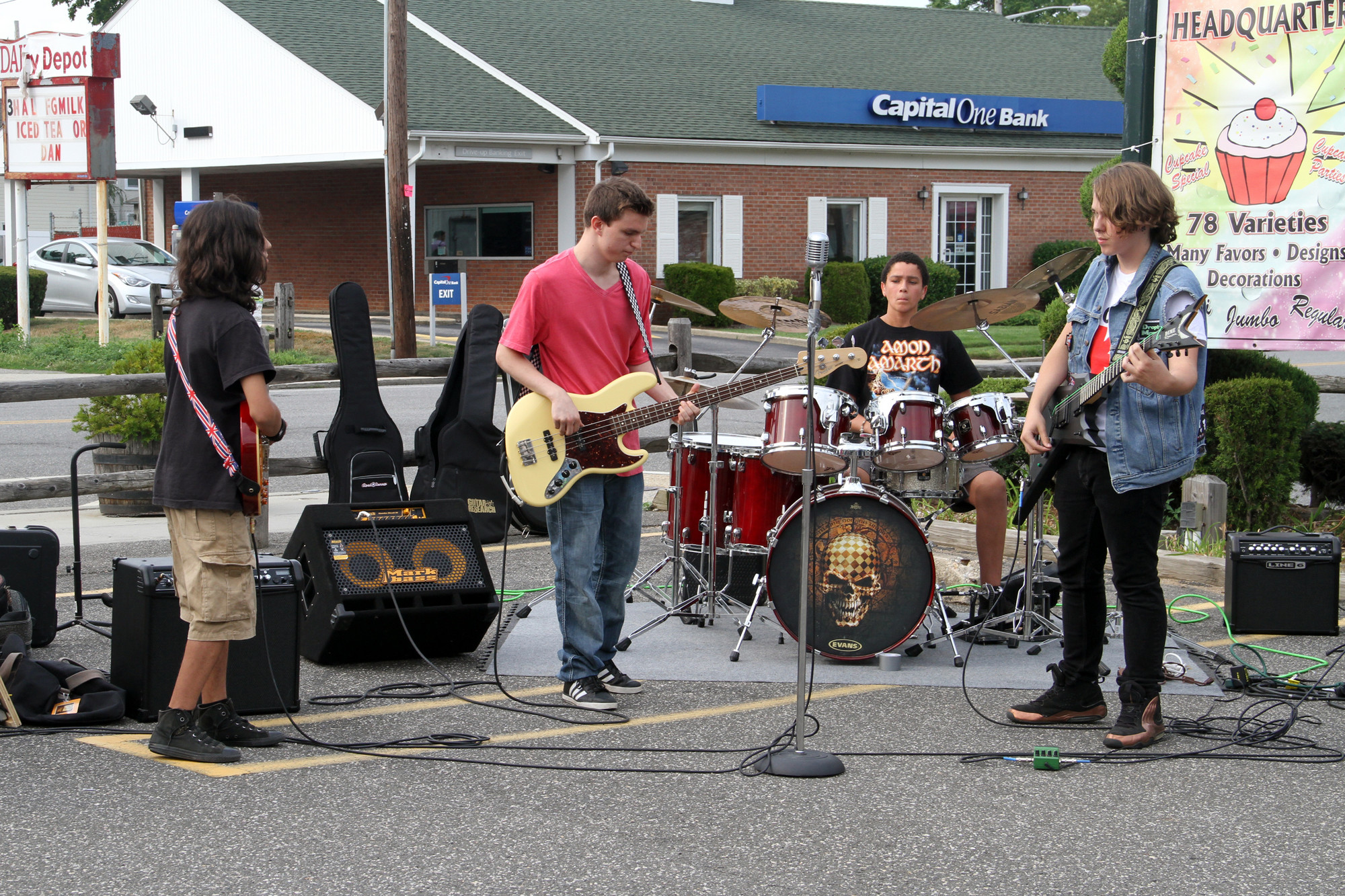 Dave Wolfman, Tino Barone, Peter Leonardo and John Spiller Jr. rocked the parking lot.