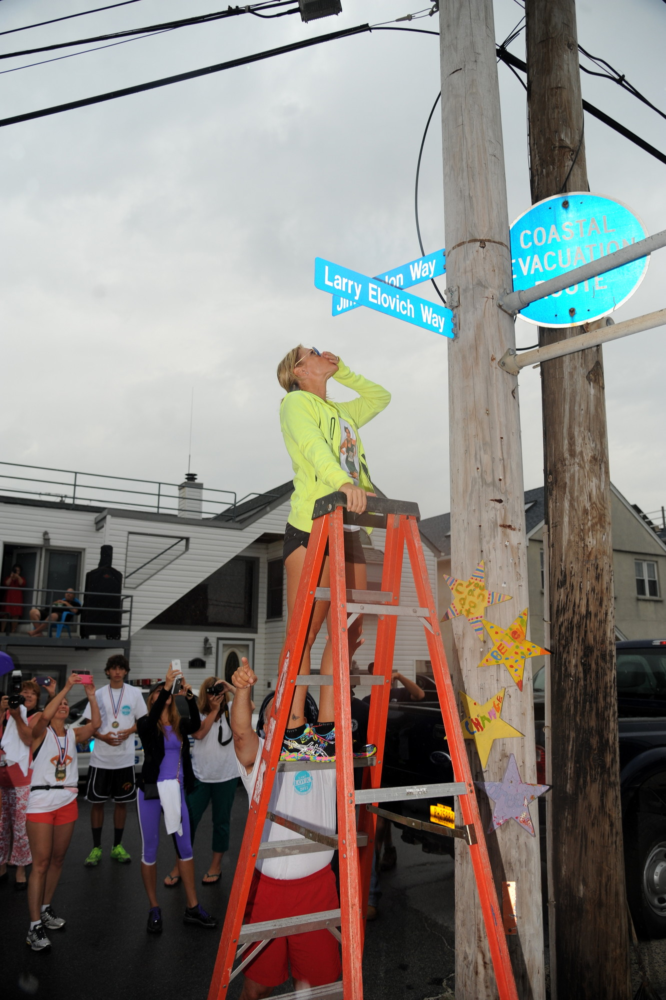 Lauree Elovich-Vasta, the daughter of the late Larry Elovich, blew her dad a kiss when a street sign was unveiled in his memory at New York Avenue.