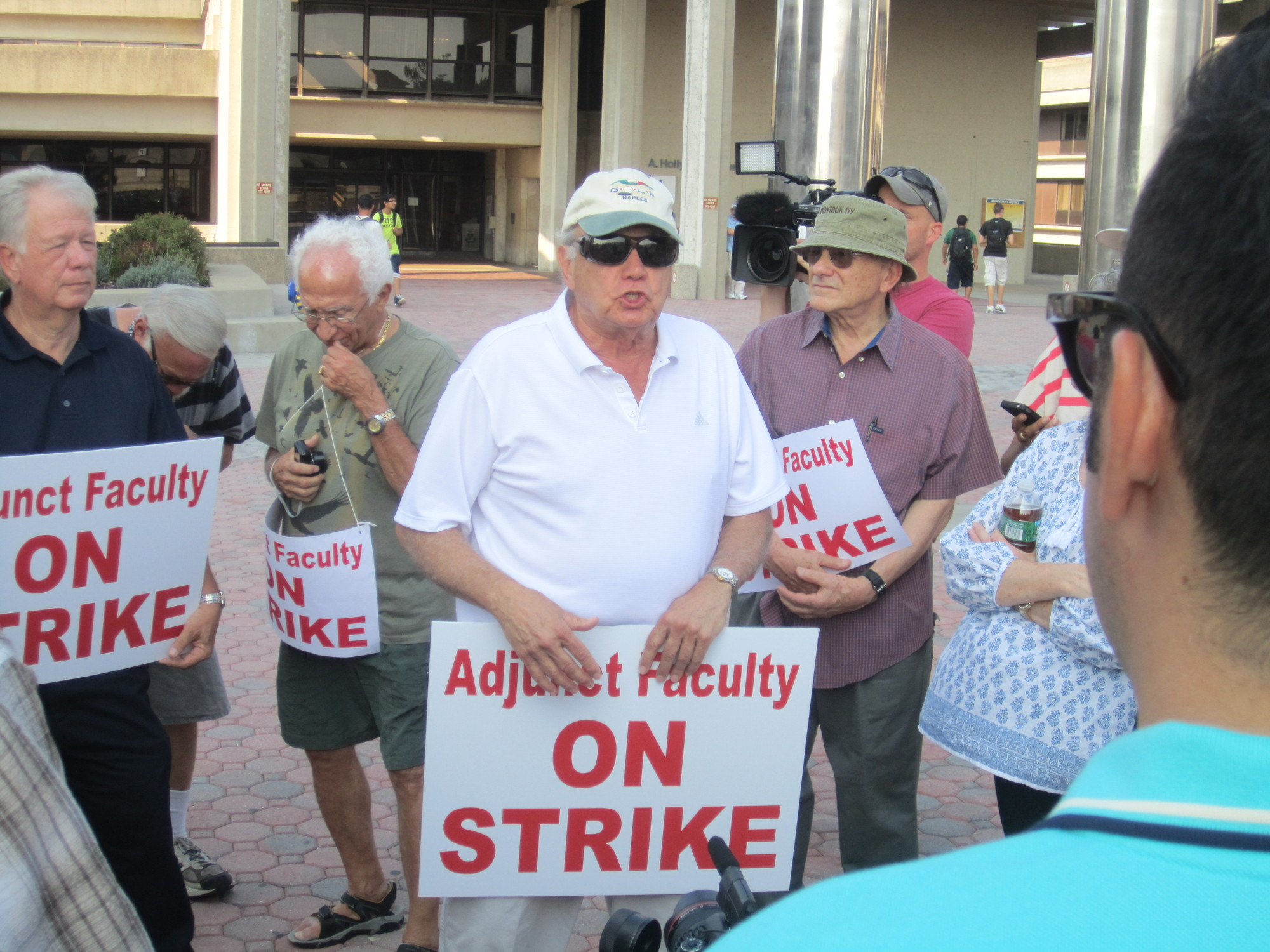 Charles Loiacono, president of the Adjunct Faculty Association, addressed AFA members on Sept. 11 outside Nassau Community College's administration tower.