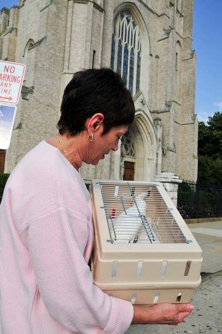 Pat Lichtman brought her Goffin Cockatoo Samantha to St. Agnes to be blessed.