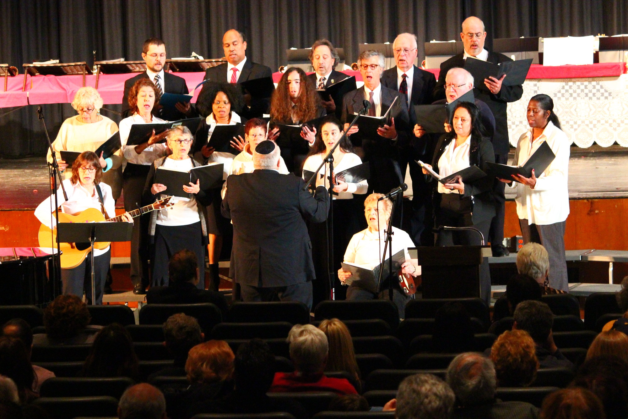 "The Temple Beth Am Choir and members of the Seventh Day Adventist Church of Manhasset, under the direction of Dan Rosenfeld, offered musical prayers with the songs ""Shemecheyanu,"" ""Shalom Aleichem,"" ""Gesher Tsar M'od"" and ""Kol Haneshama."""