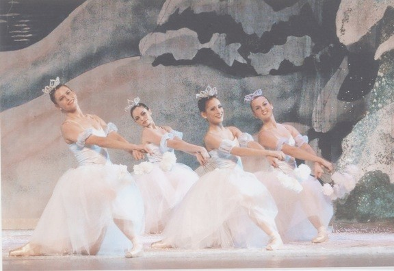 "Elegant ""snowflakes"" appear in New York Dance Theatre's ""The Nutcracker"" at Hofstra's John Cranford Adams Playhouse, Dec. 20-22."