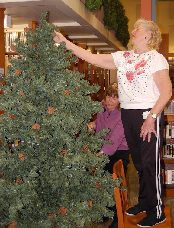 As a member of the Garden Club, Dorothy Walz would help decorate the Waldinger Library for Christmas each year.