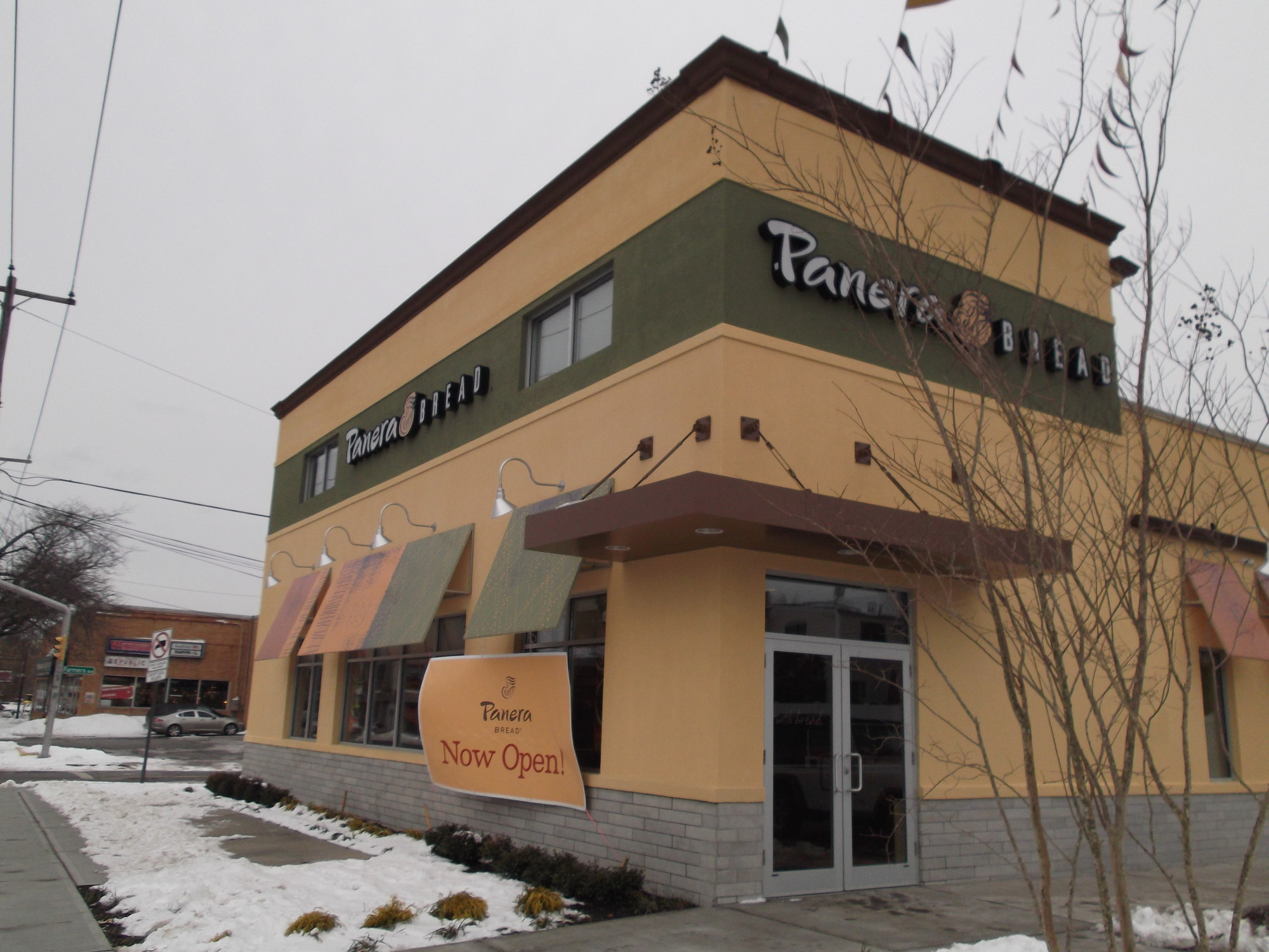 Long Island's newest Panera Bread café is near the Bellmore-Merrick border.