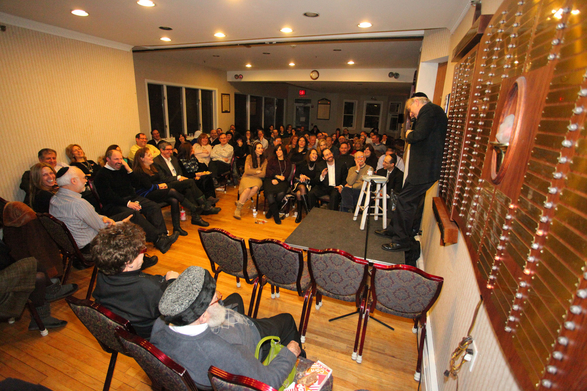 At Chabad of the Five Towns Comedy Night, comedian Randy Levin kept the audience in stitches throughout his routine.