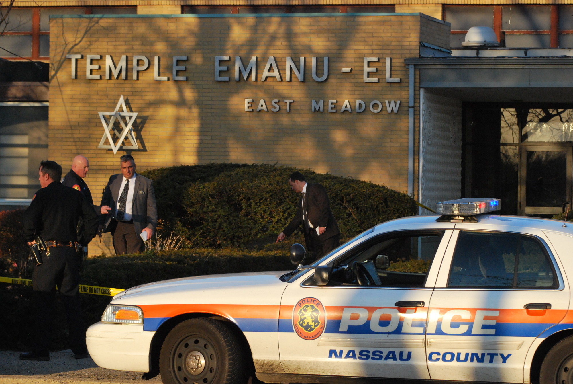 Police investigated outside Temple Emanu-El Saturday afternoon after a 34-year-old man was found dead in the parking lot.