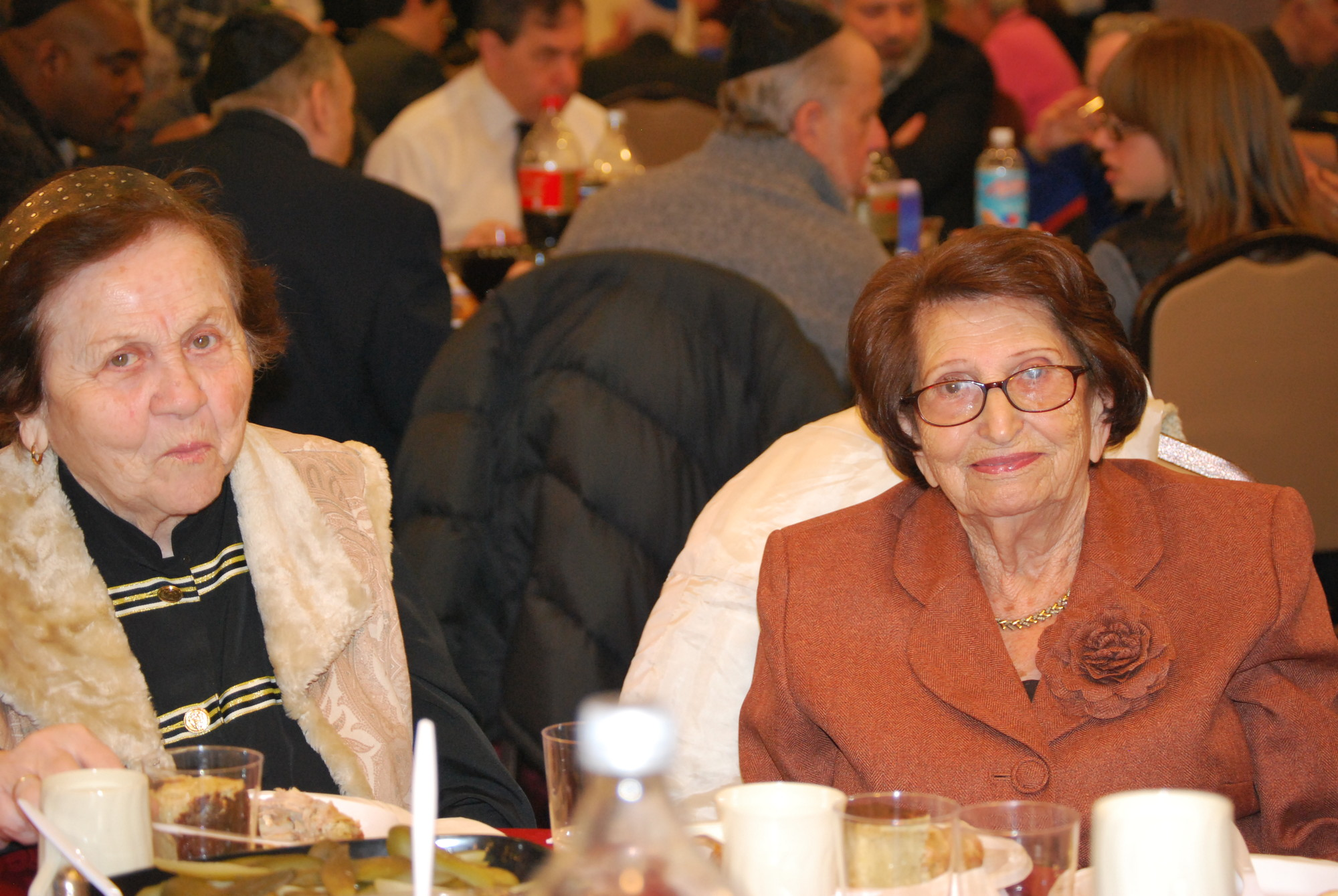 Holocaust survivors and members of the JCC's Chaverim support group Pnina Bliksylberg and Hannah Uncyk at the model Seder.