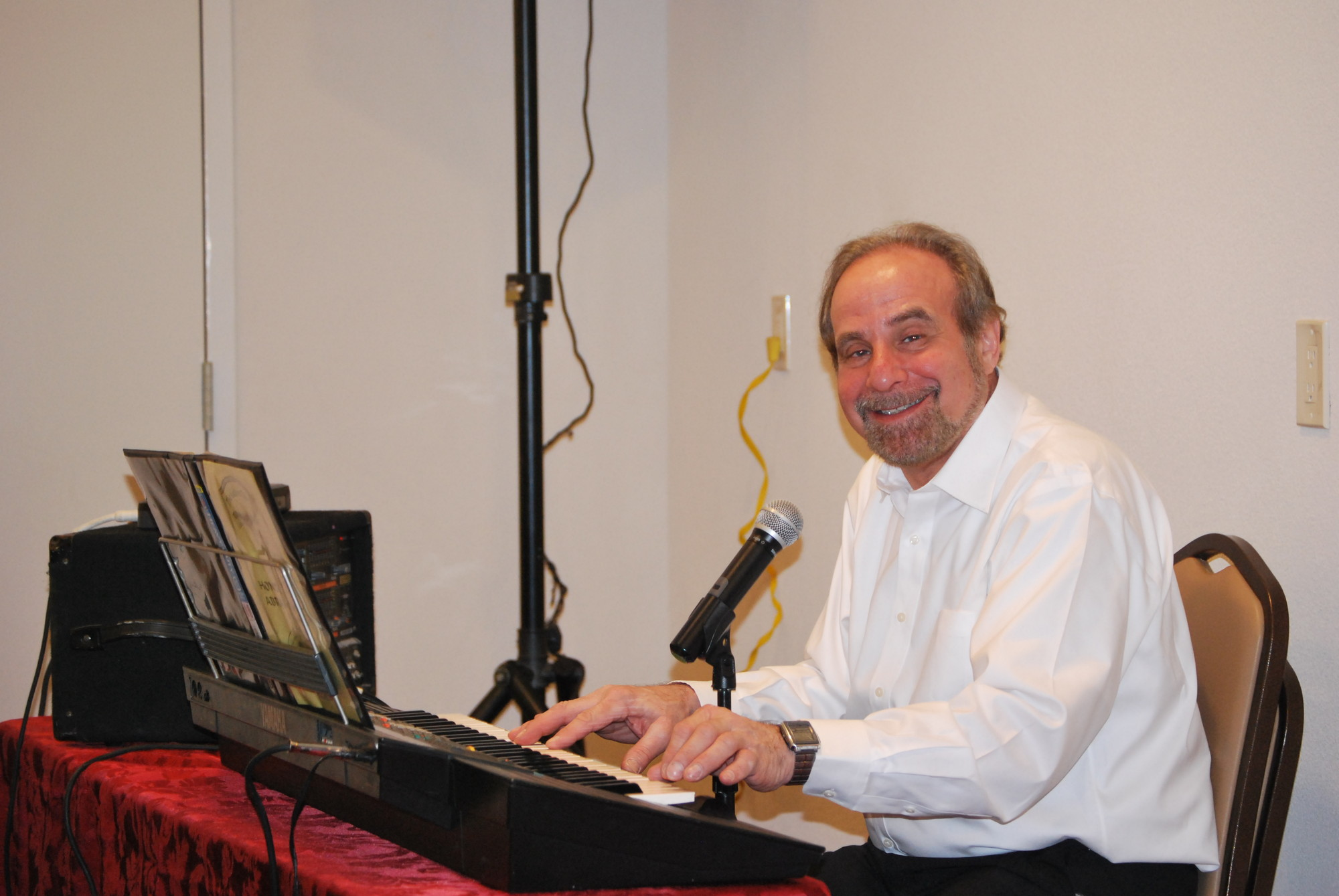 "One-man band Hondo Abramowitz added his keyboard talents as Seder attendees sang ""Hativkah"" and ""Dayenu."""