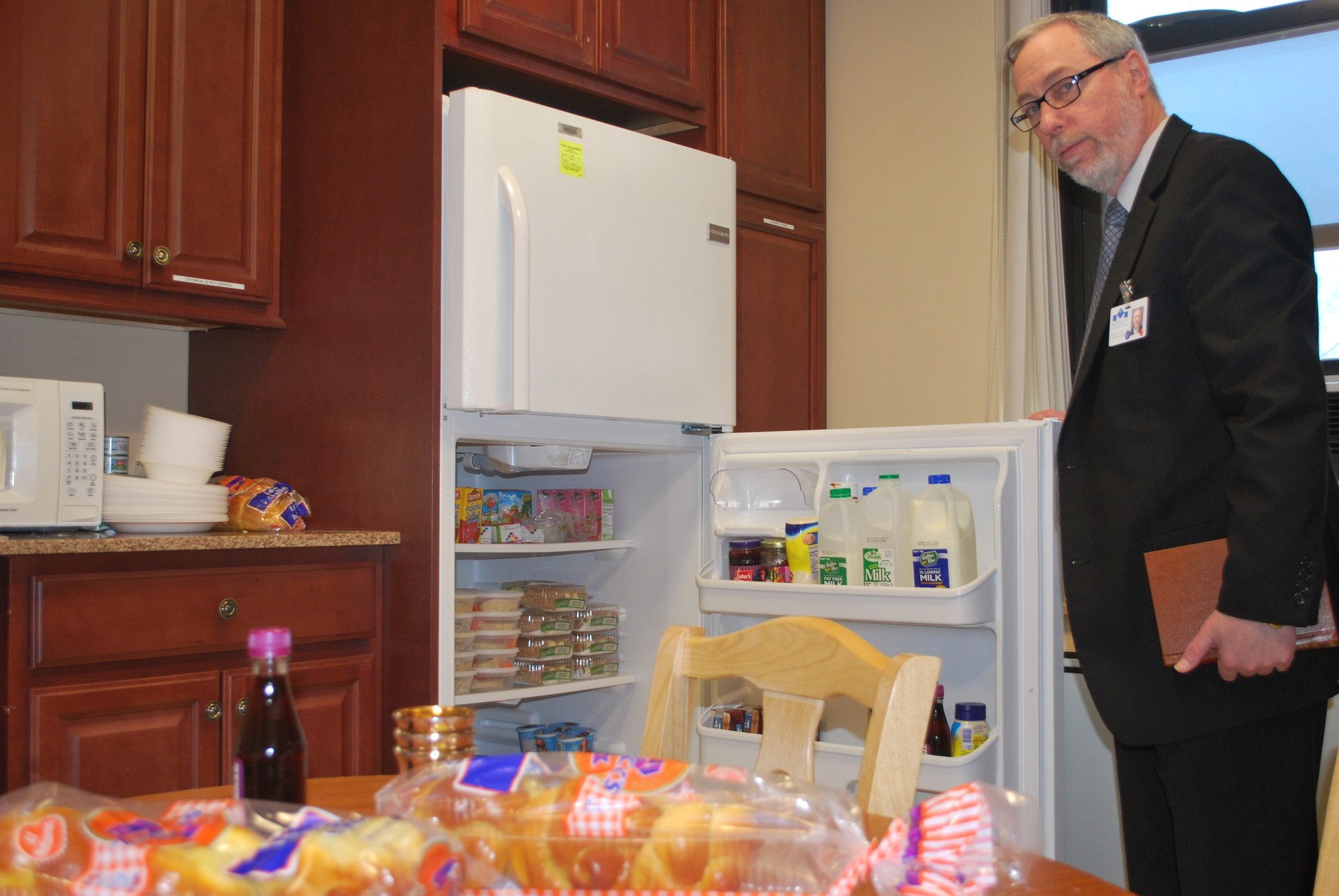 Mercy Medical Center accommodates the needs of Orthodox Jewish patients and their families with a kosher kitchen.
