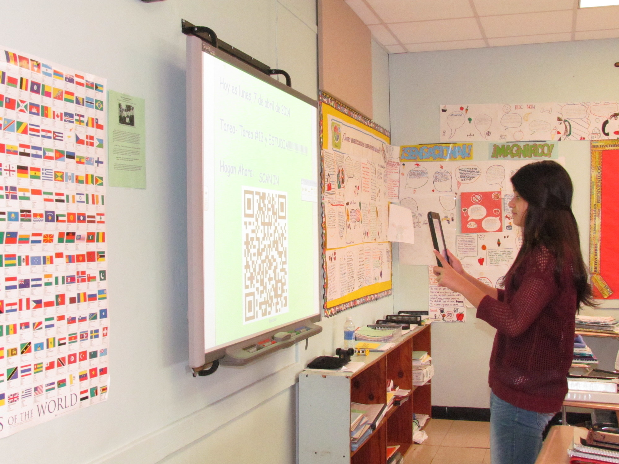 Seventh-grader Arianna Schaden used her iPad during a lesson in class. The district will expand the program to eighth grade next year.