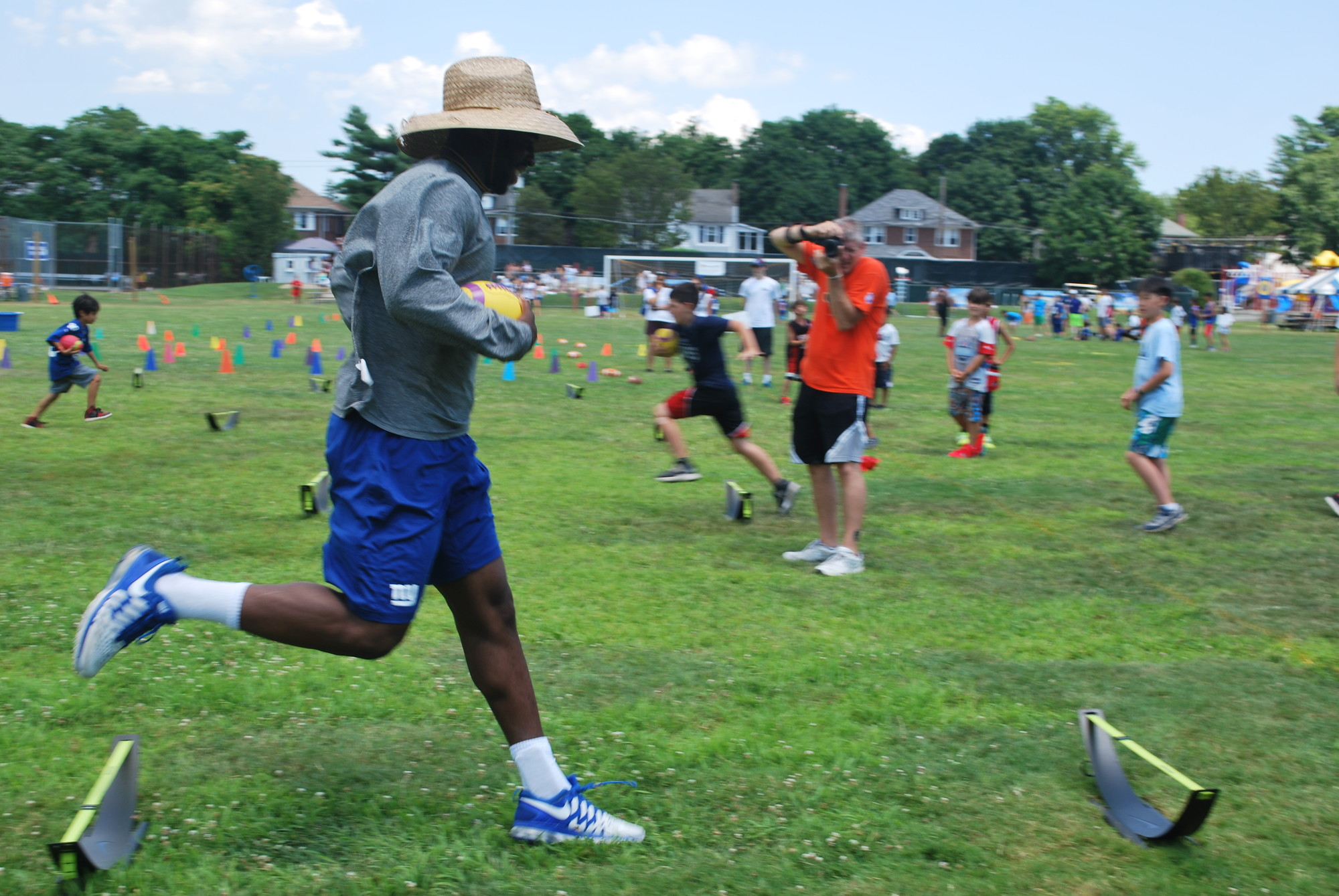 New York Giants cornerback Prince Amukamara showed LWA campers how an agility drill is done.