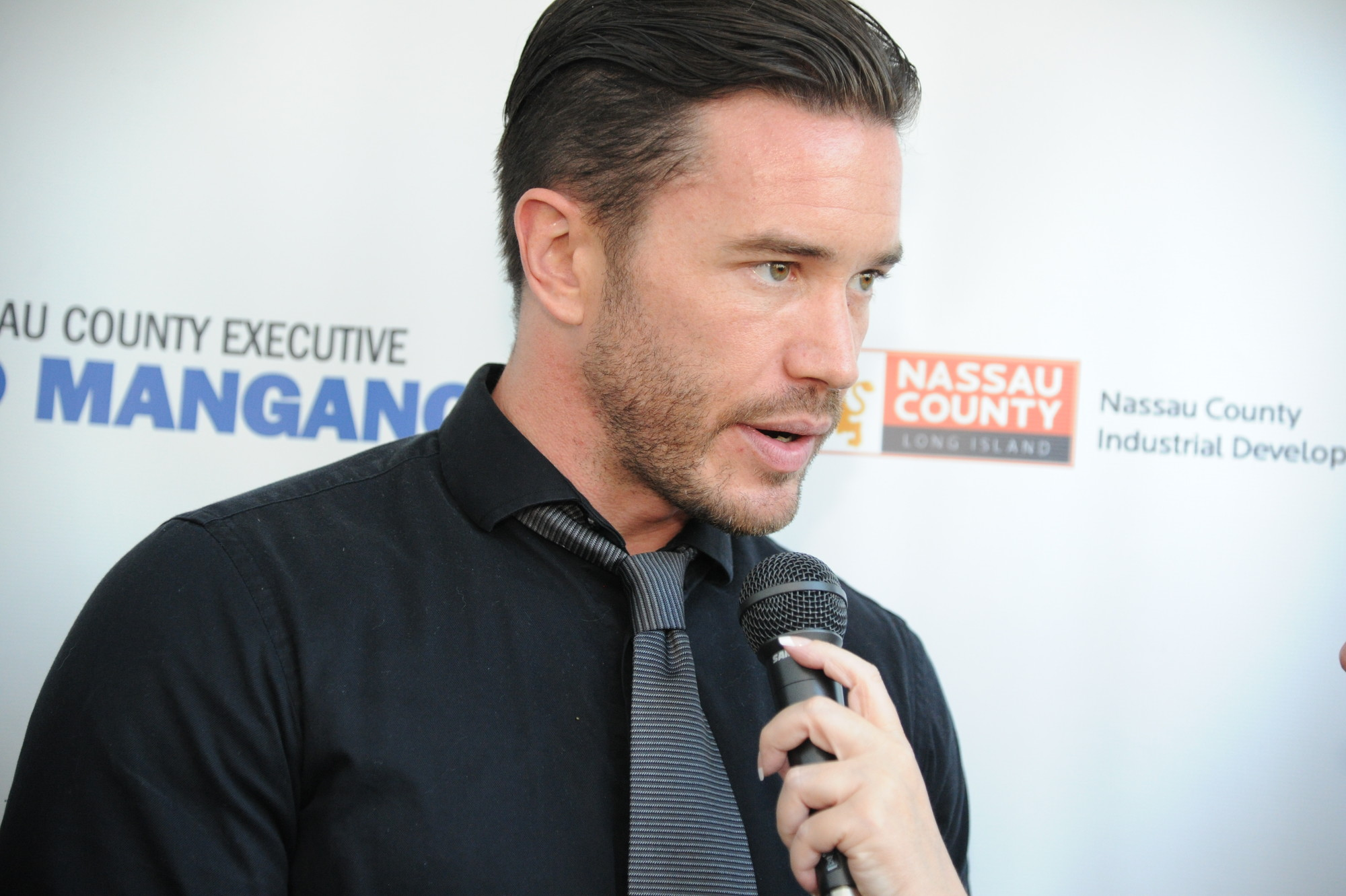 "Soap opera star Tom Pelphrey, a two-time Emmy winner for his work on ""Guiding Light,"" walked the red carpet."