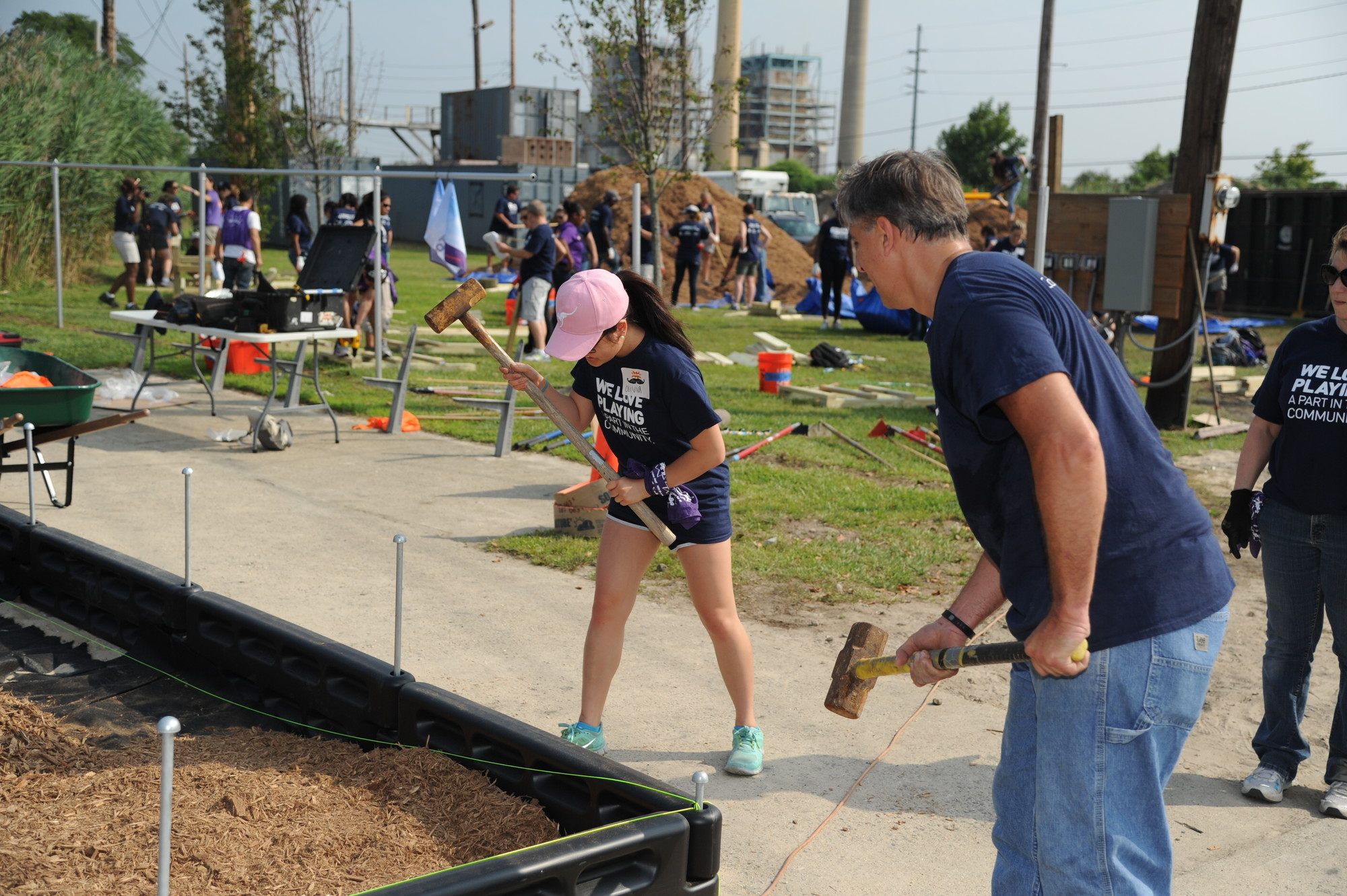 Olia Dwan and Frank Ayala of Jetblue helped with the construction of Landgraf Park.
