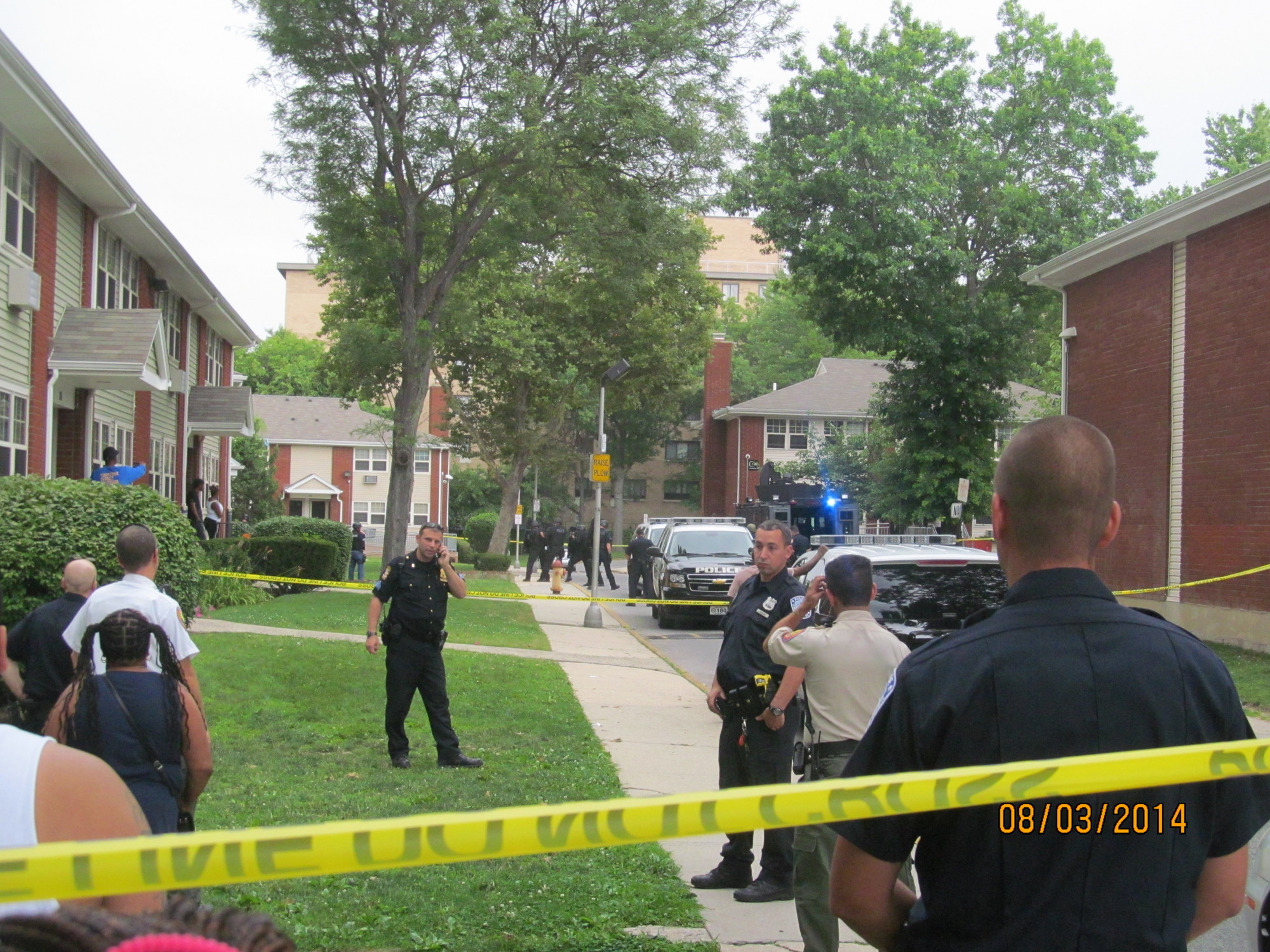 Officers closed the area outside Cathy Mitchell�s apartment while they searched for a gun they didn�t find.