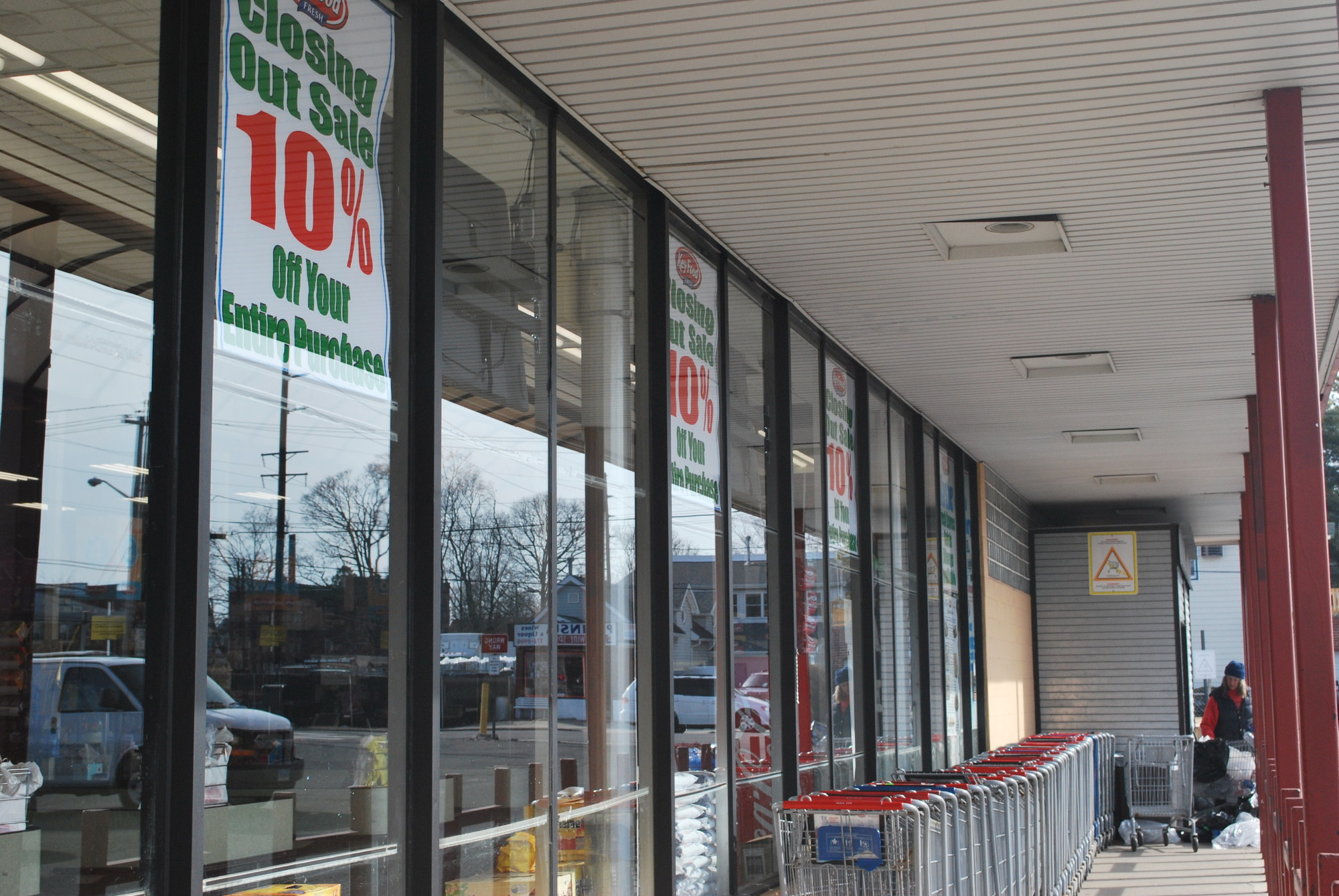 The Key Food supermarket in Woodmere is closing, and it is expected that Gourmet Glatt Emporium, an all-kosher food store, will open in the vacated space.