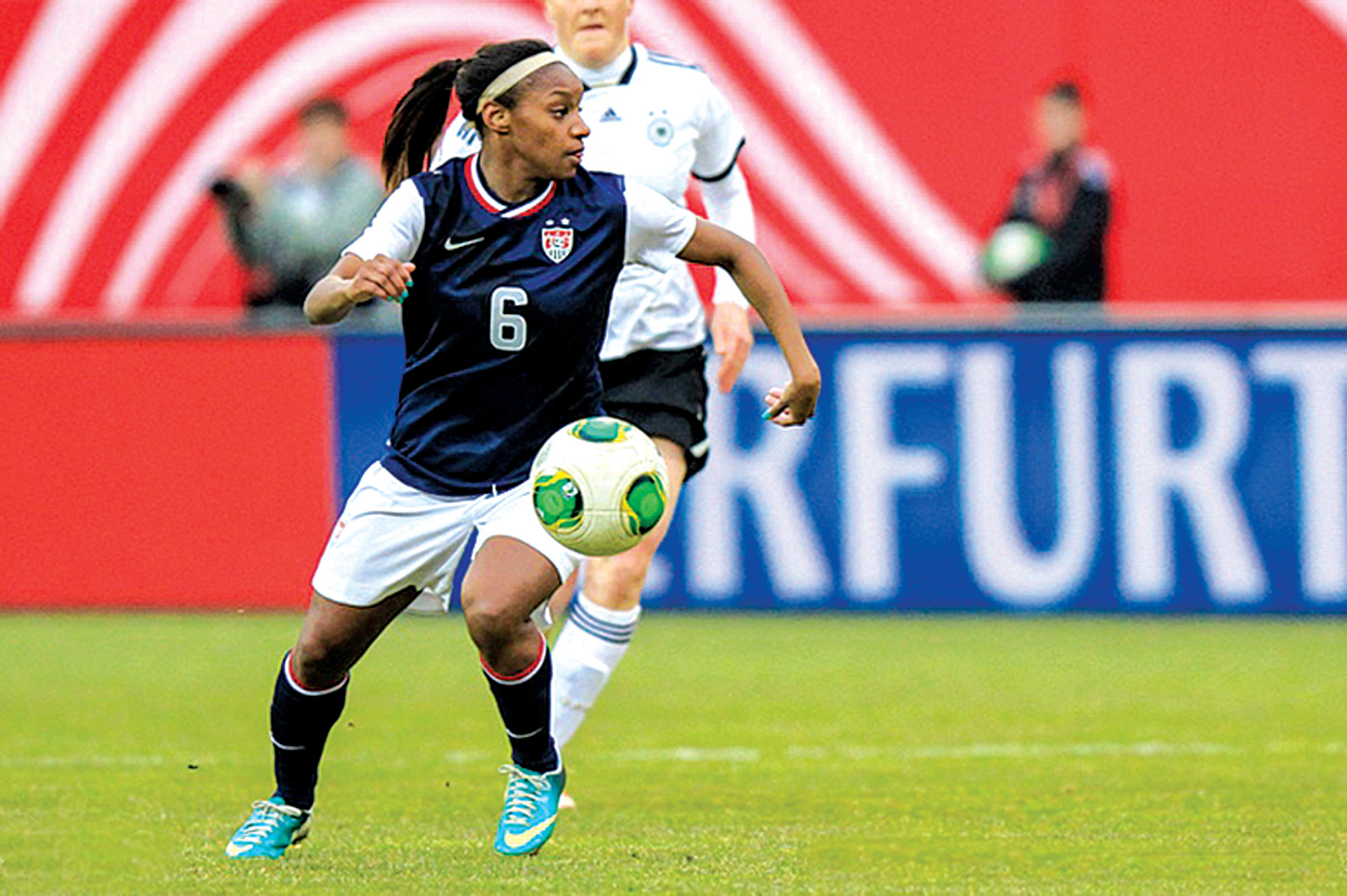 In addition to being MVP, Crystal Dunn also received the Golden Boot for most points scored in the season.