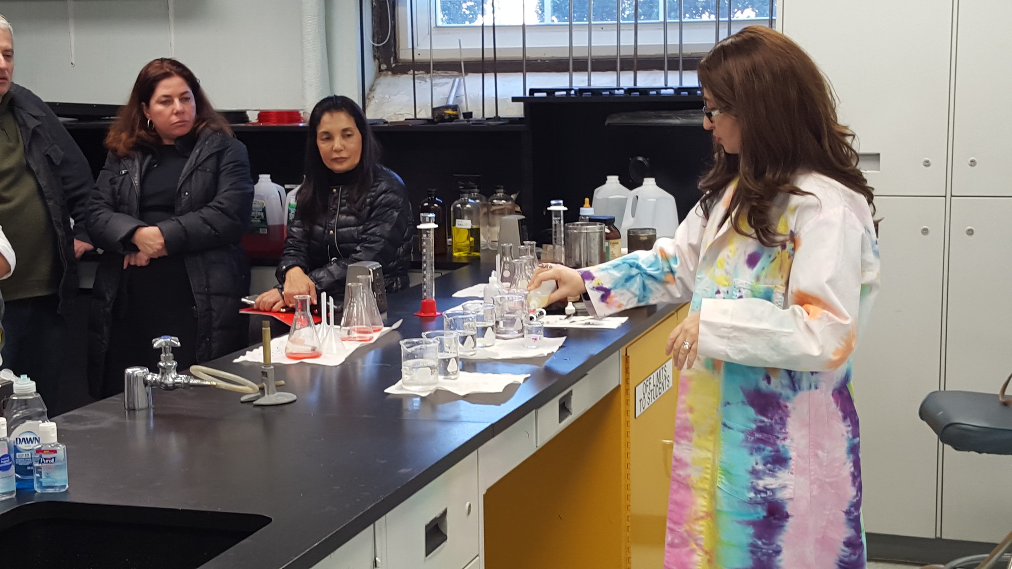 HAFTR Science Chairwoman Rita Sinensky conducted an experiment for parents at the school's open house.