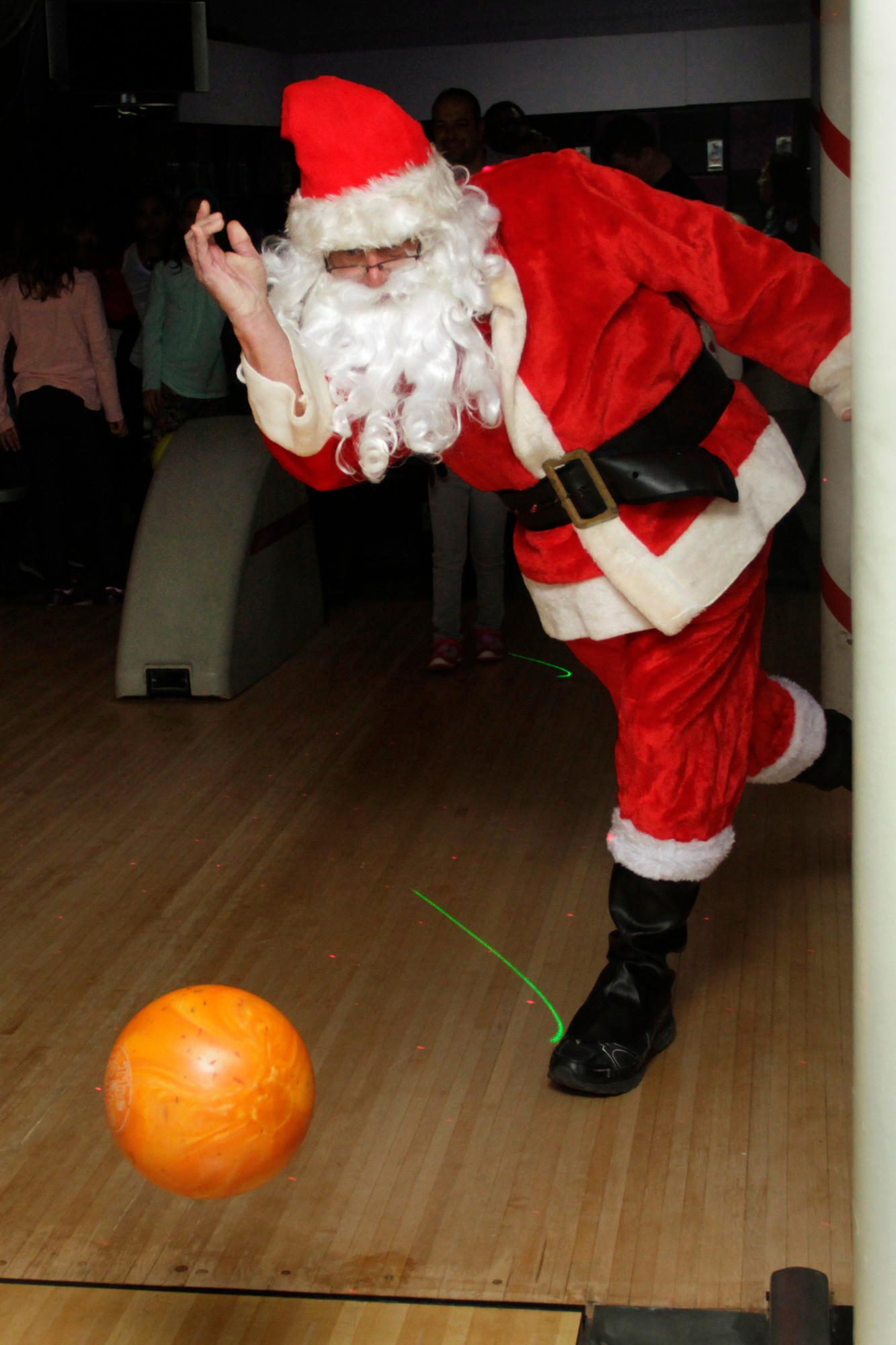 Santa showed some bowling expertise at Sandee Lanes.
