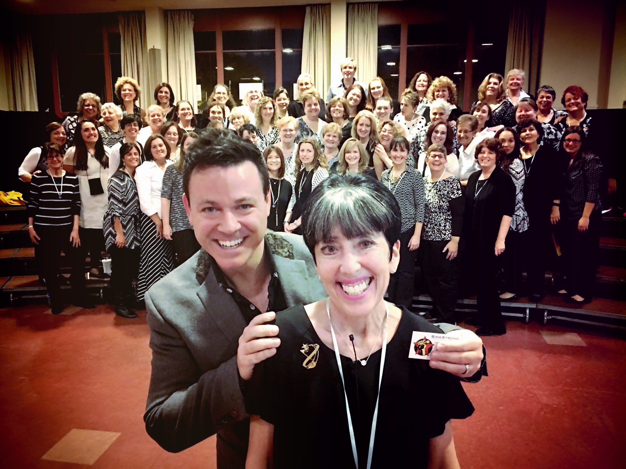 Harriette Walters and Jonathan Minkoff, executive producer of the SingStrong Festival, with the Greater Nassau Chorus.