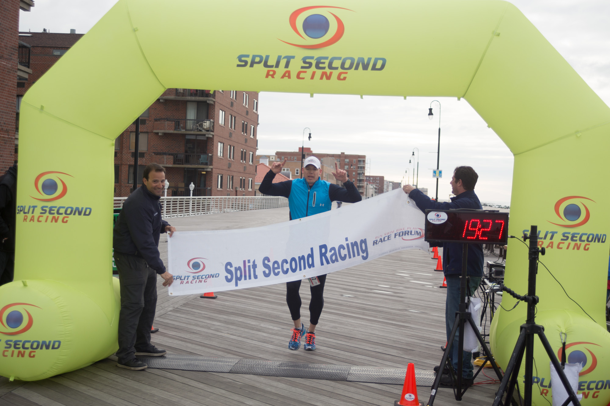 "Brian Gielbeda claimed victory in Race2Rebuild's two-mile ""hardcore"" beach run, as he finished in 14:28."