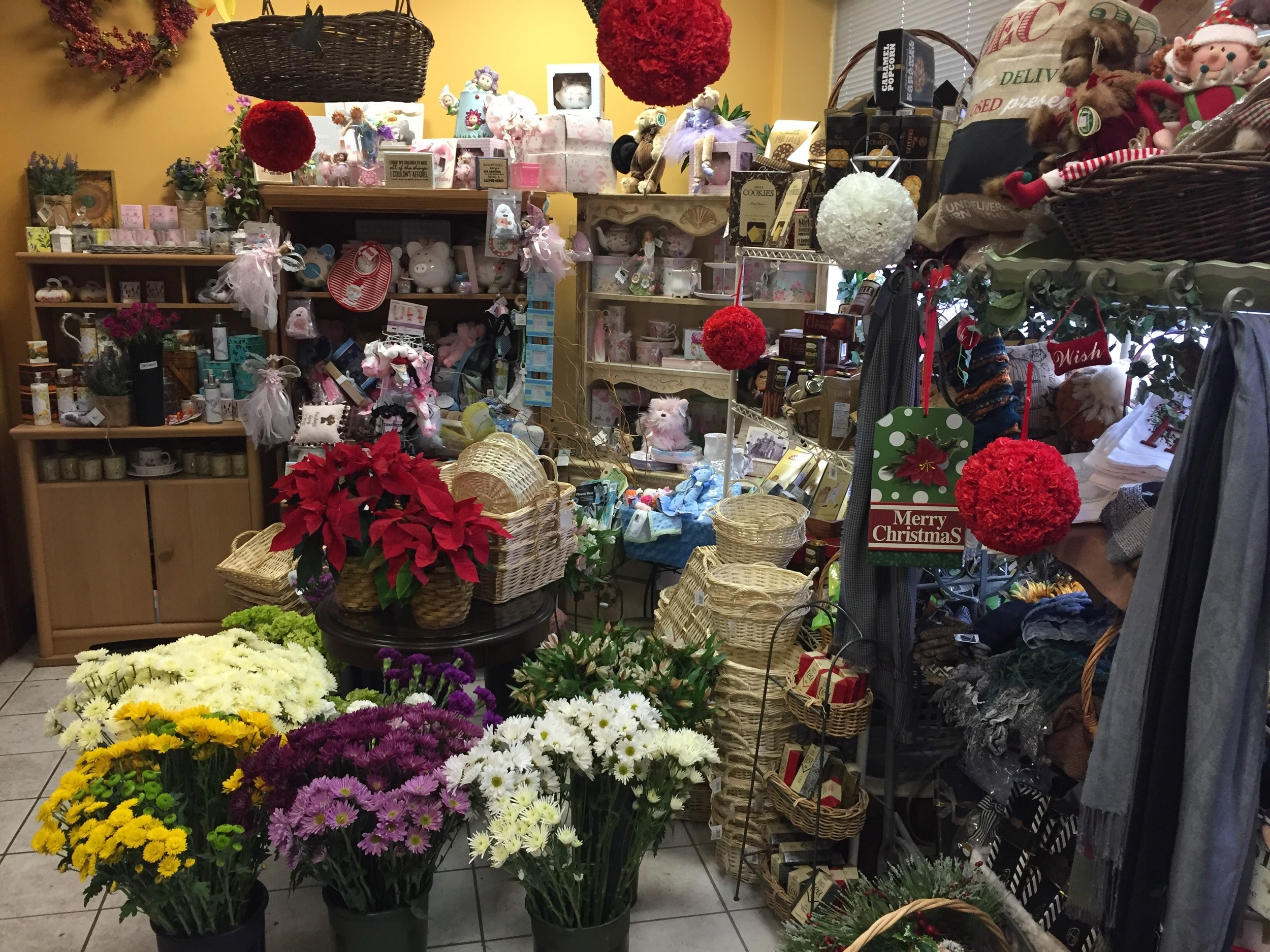 The floral shop offers flowers and plants, fruit and gourmet baskets, holiday centerpieces and other gifts.