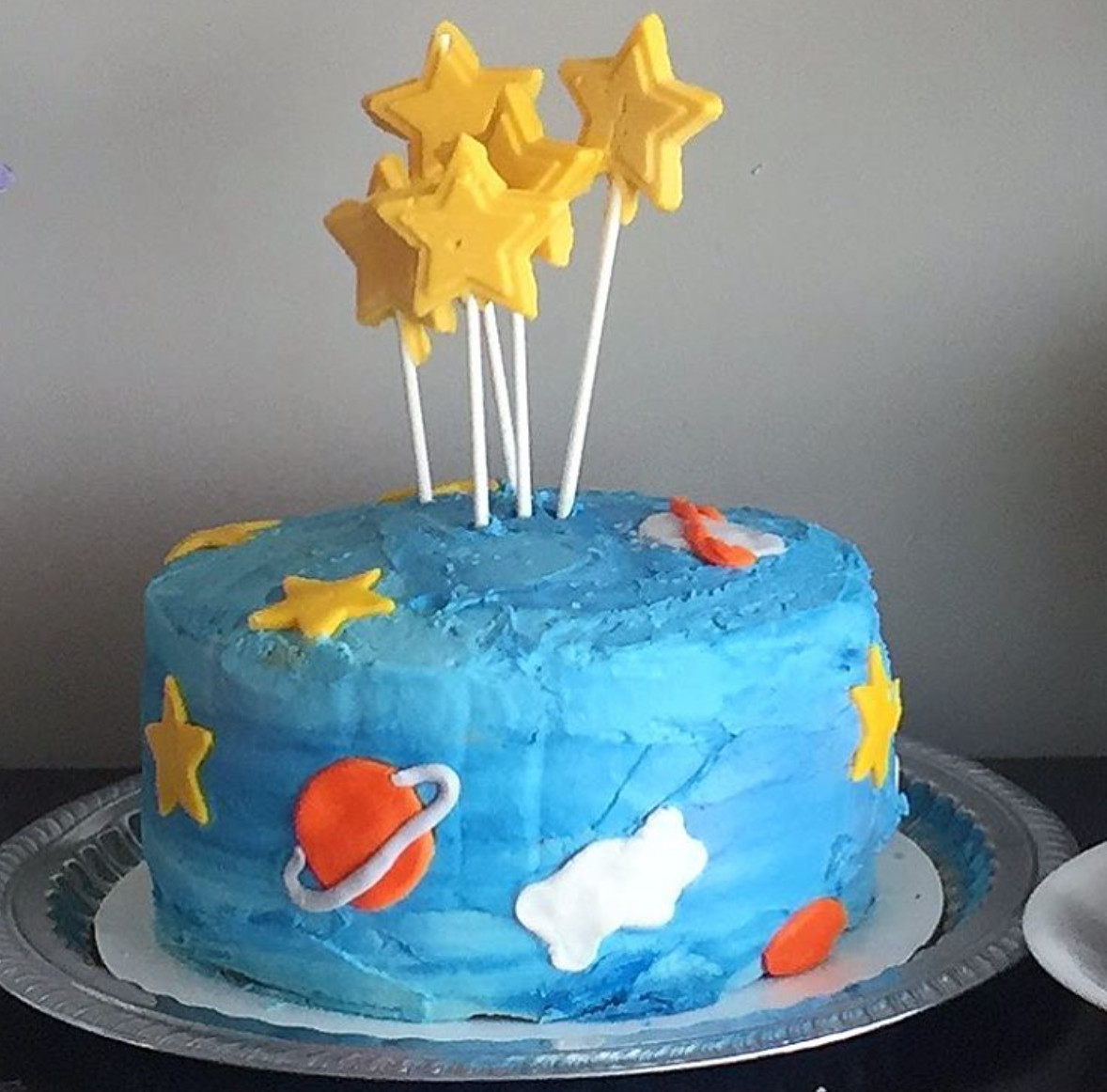 A space-themed vanilla cake is Allie Spector's most recent creation, which she made for a baby shower.
