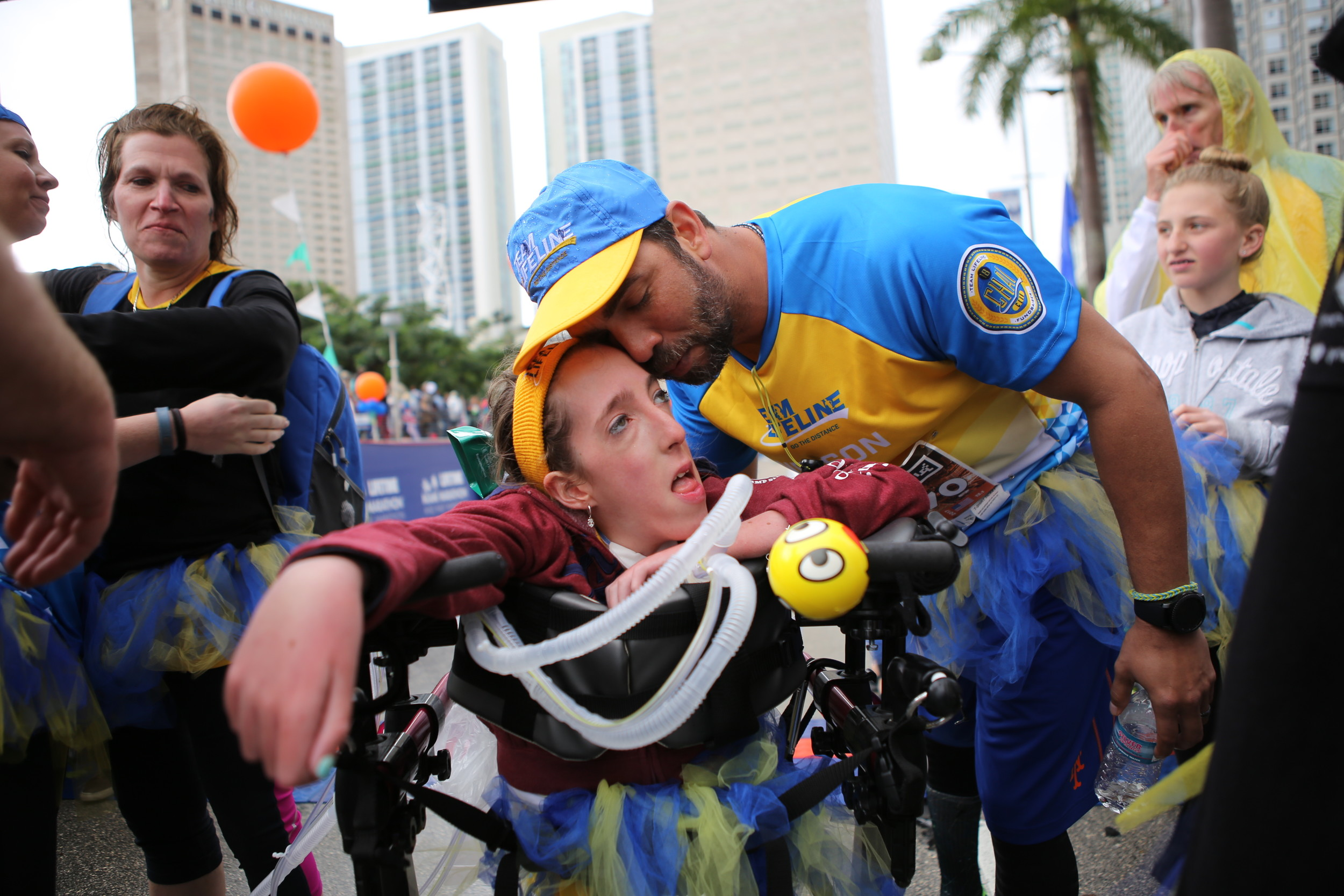 West Hempstead resident Peri Finkelstein with former New York Mets pitcher Nelson Figueroa at the Miami Half Marathon on Jan. 28.
