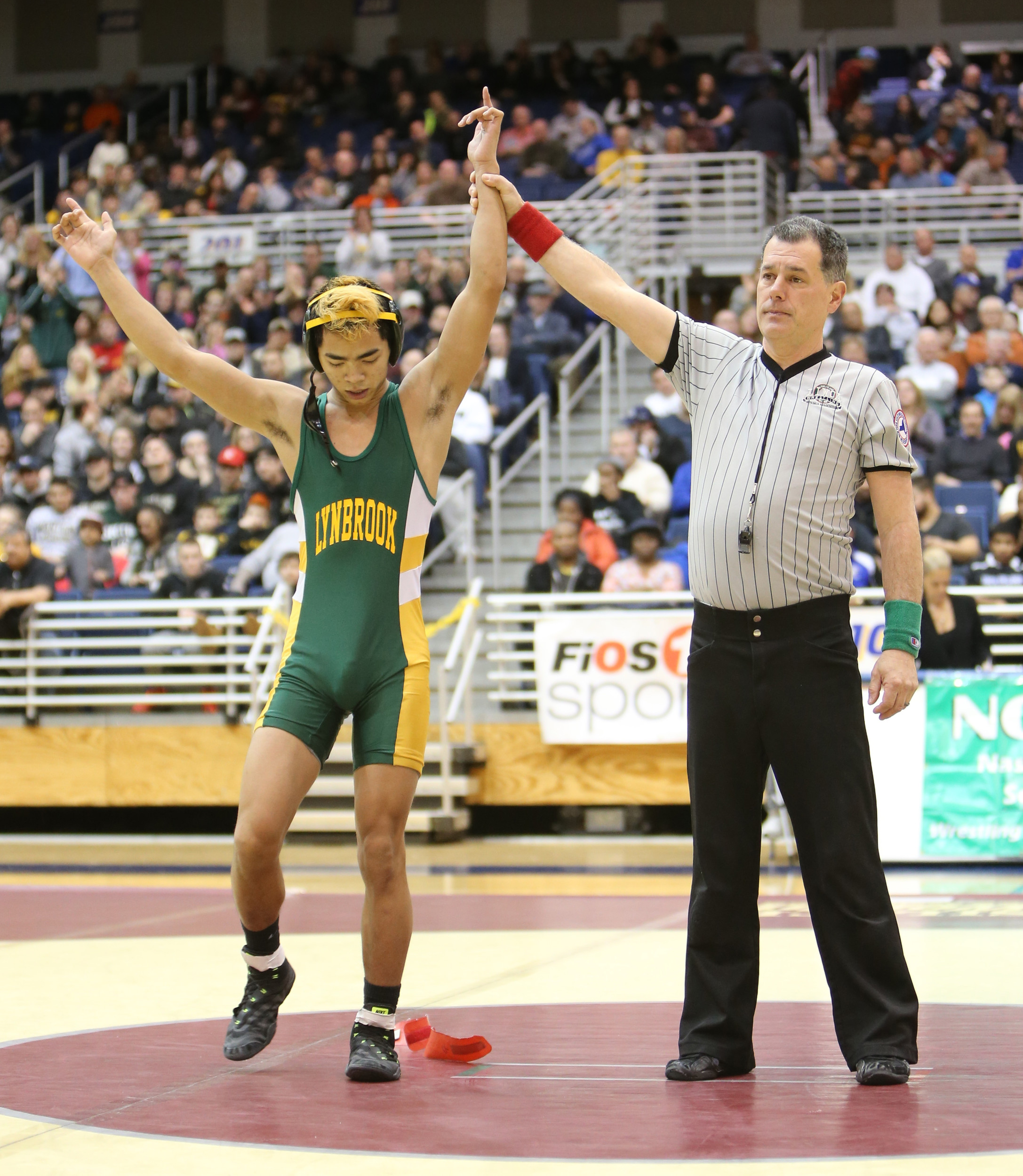 Junior Joe Becker became Lynbrook's first county wrestling champion in a dozen years when he captured the 106-pound crown last Sunday night.