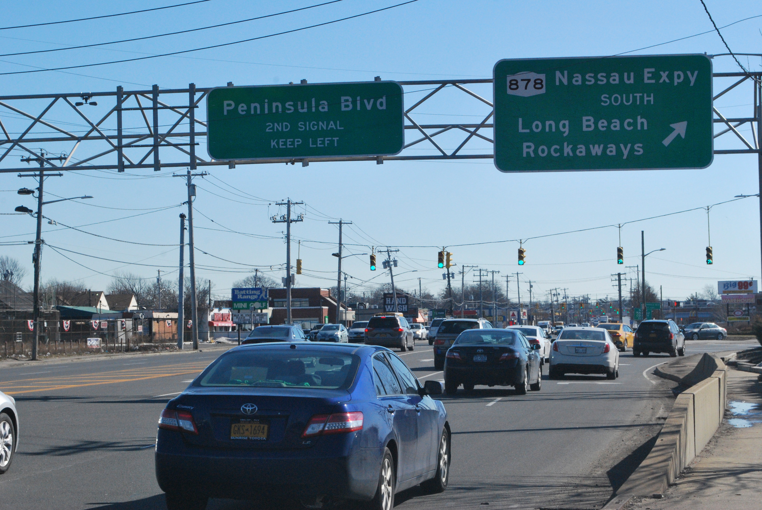 About 40 000 Vehicles Use Route 878 Daily Between The Five Towns And New York City
