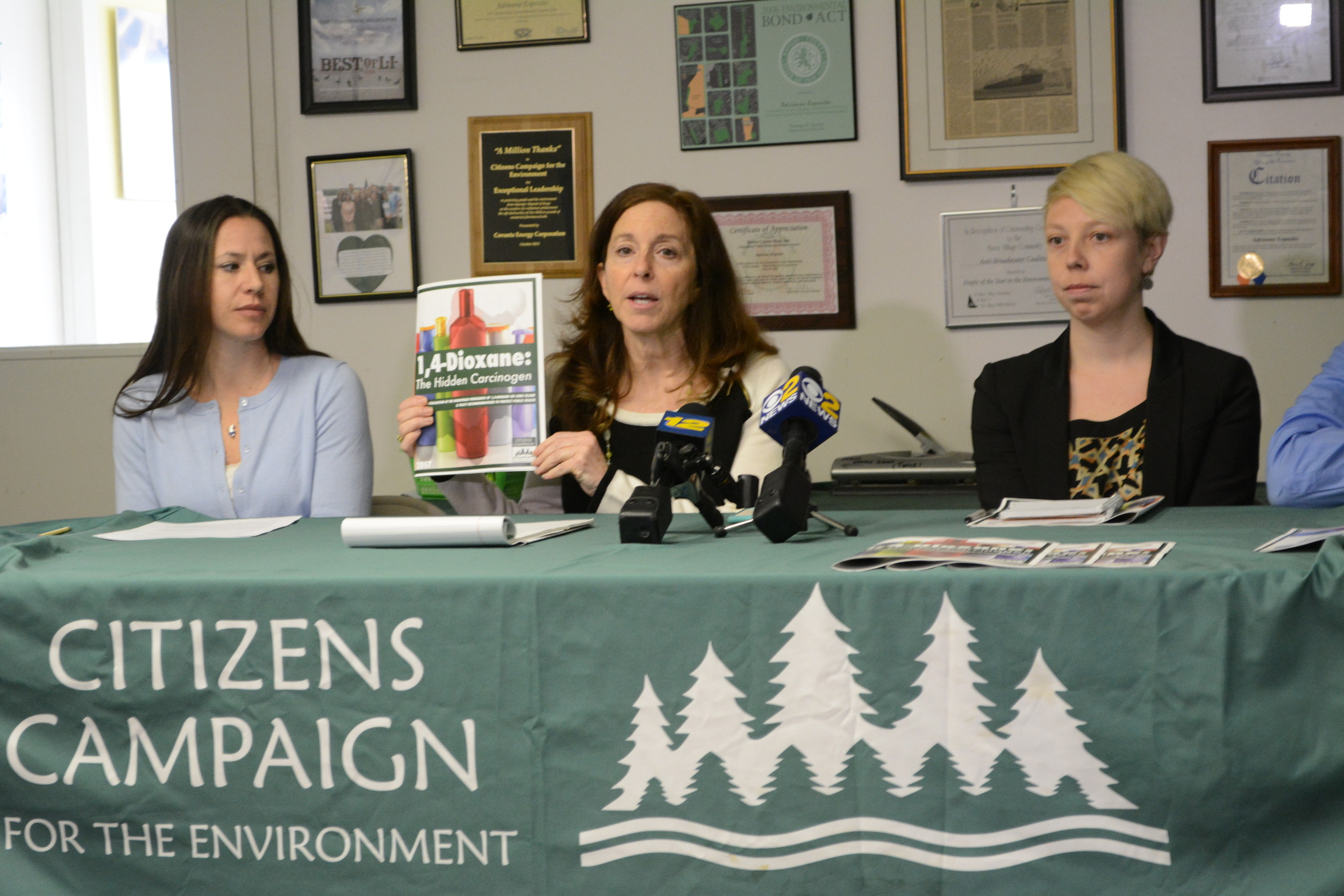 Adrienne Esposito, executive director of the Citizens Campaign for the Environment, center, held up the organization's study during a press conference last week.