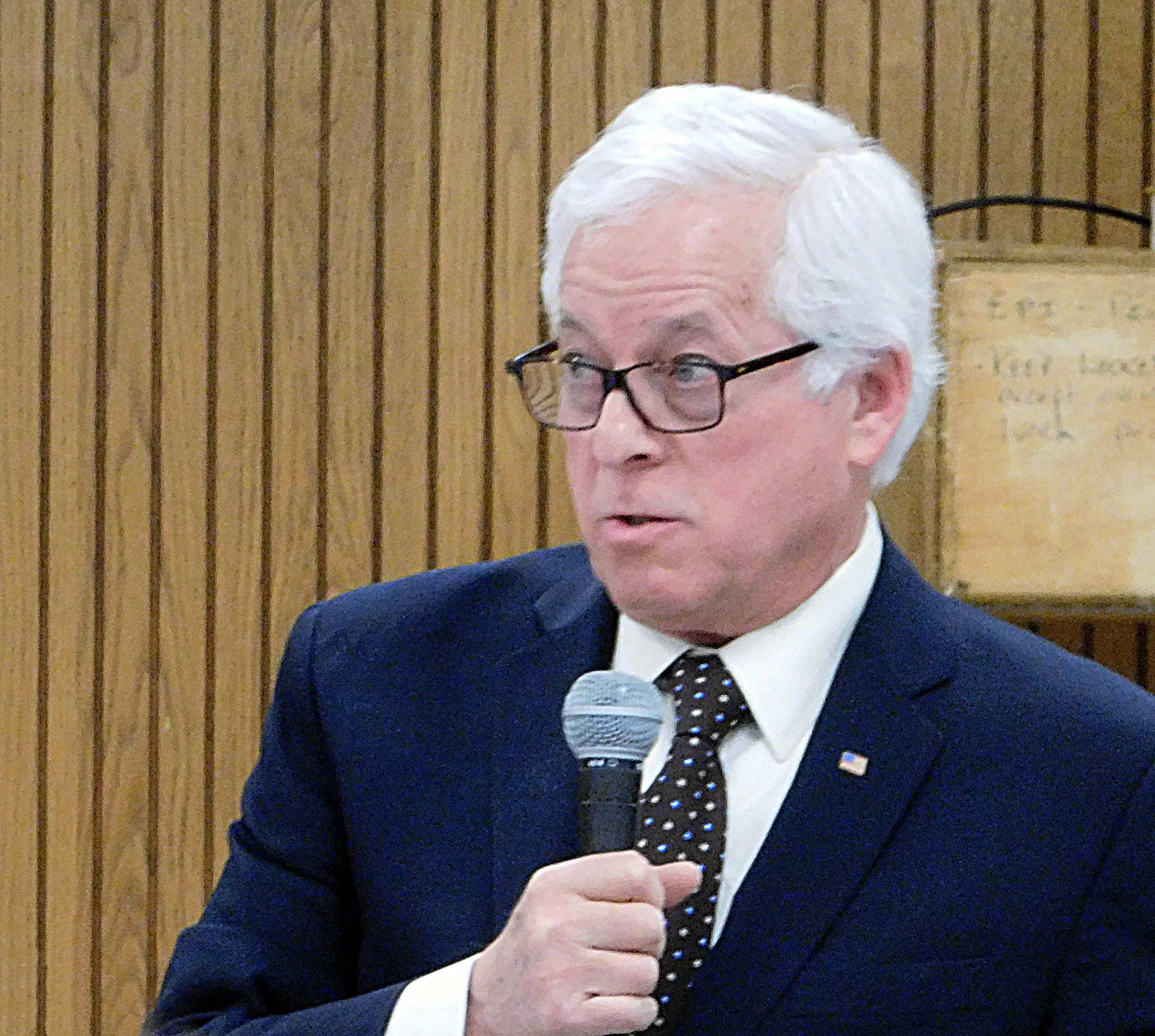Assemblyman Charles Lavine, a Democratic candidate for Nassau County executive, urged unity in the party at Thursday night's forum for primary candidates.